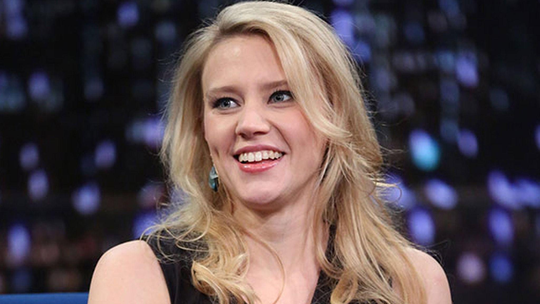 Kate McKinnon Wallpapers Images Photos Pictures Backgrounds