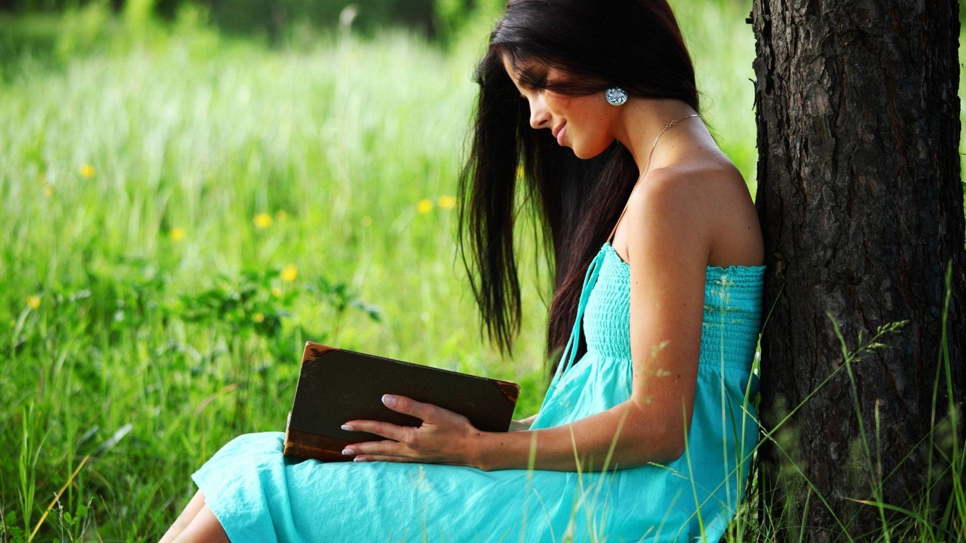 Girls Reading Books Wallpapers
