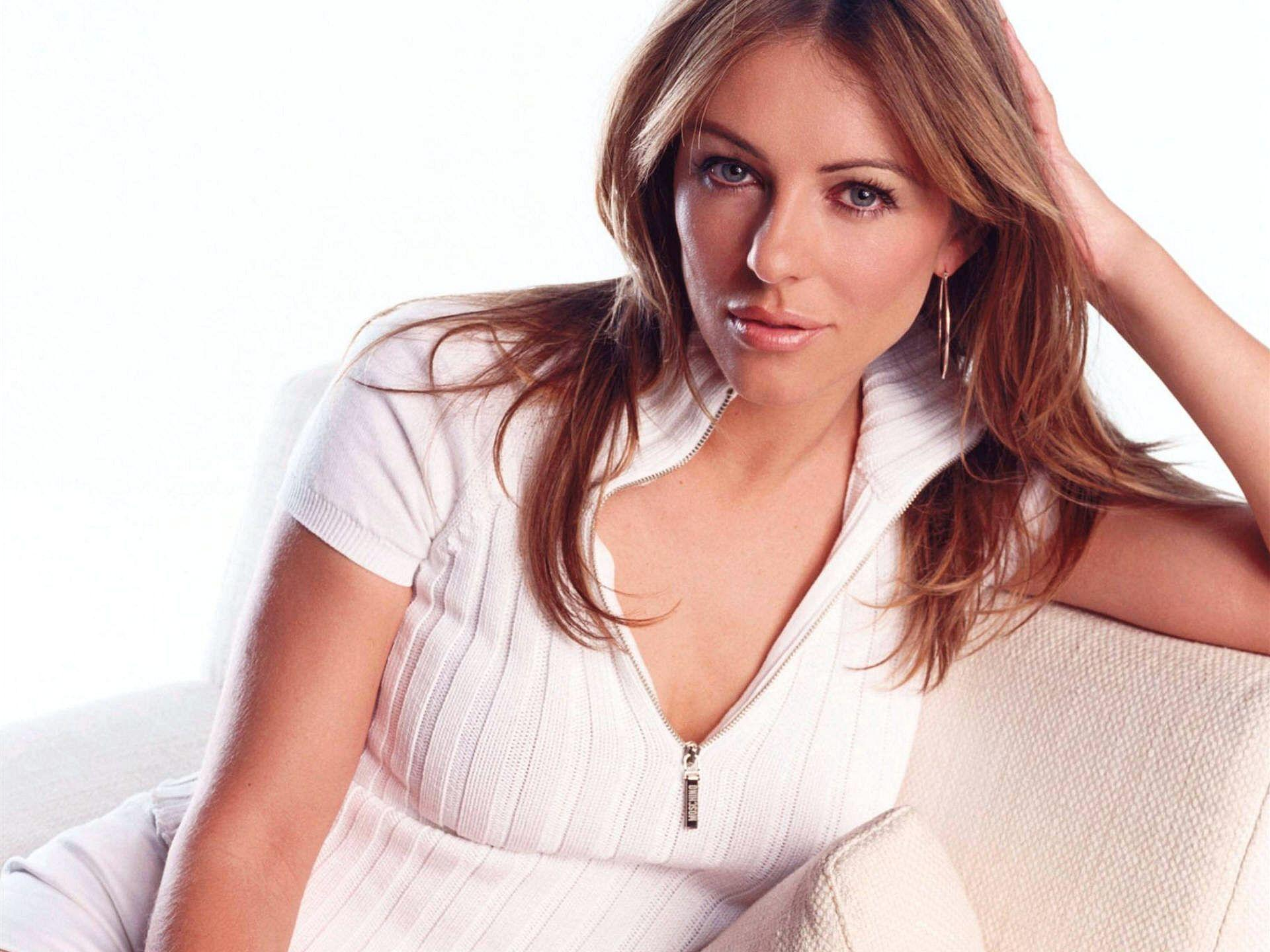 Elizabeth Hurley Wallpaper | 1920x1440 | ID:2051 - WallpaperVortex.com