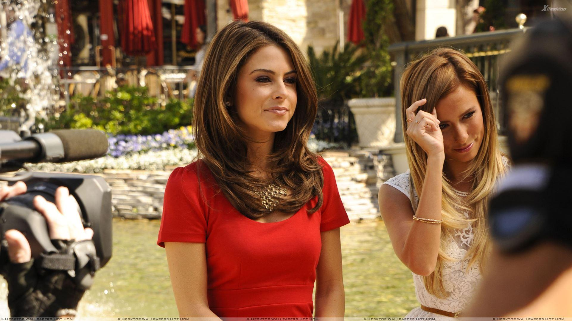 Maria Menounos In Red Dress At Extra at The Grove in LA Wallpapers