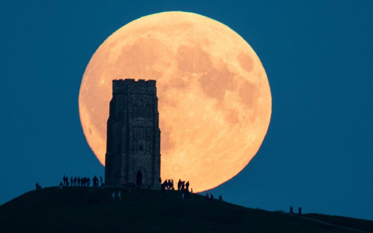 What was so special about last night's super blood moon?