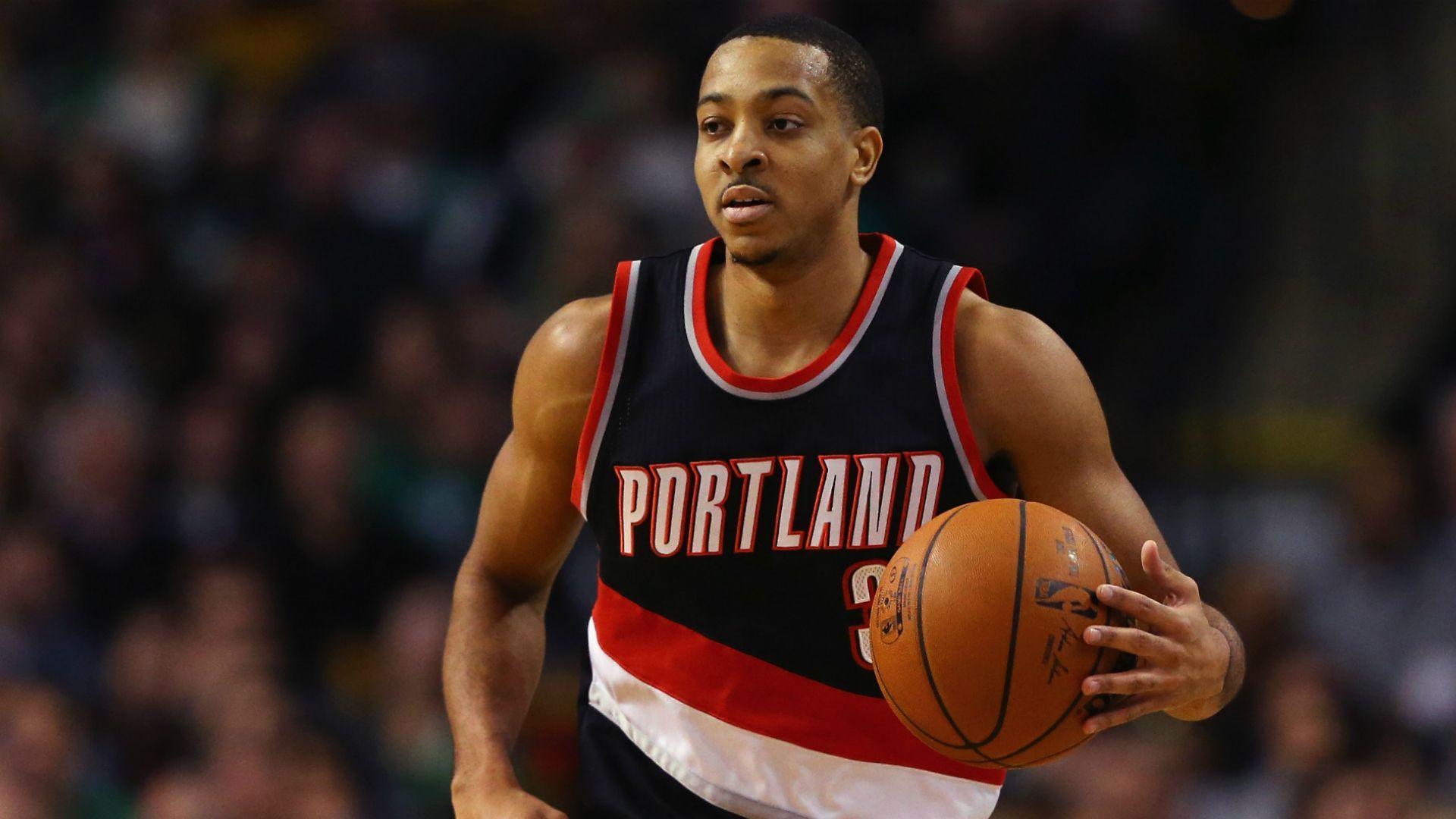 Blazers' C.J. McCollum suspended for leaving bench during