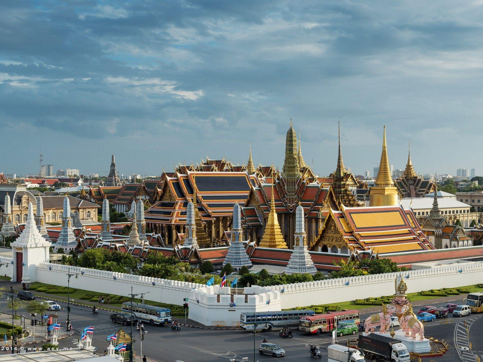 The Grand Palace Bangkok ~ Places of Tourist in The World