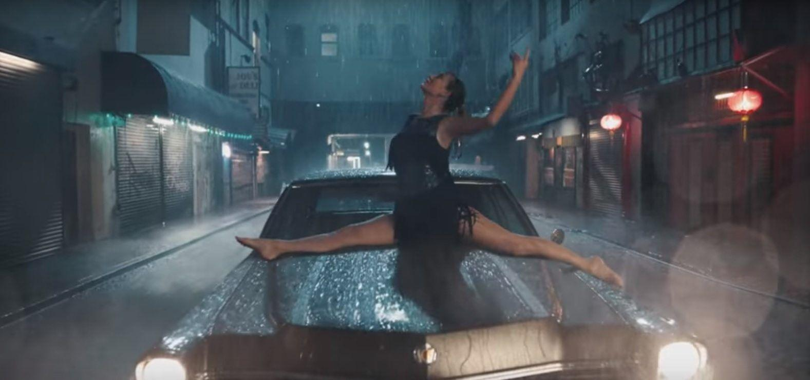 Taylor Swift Shows Off Her Dance Moves In