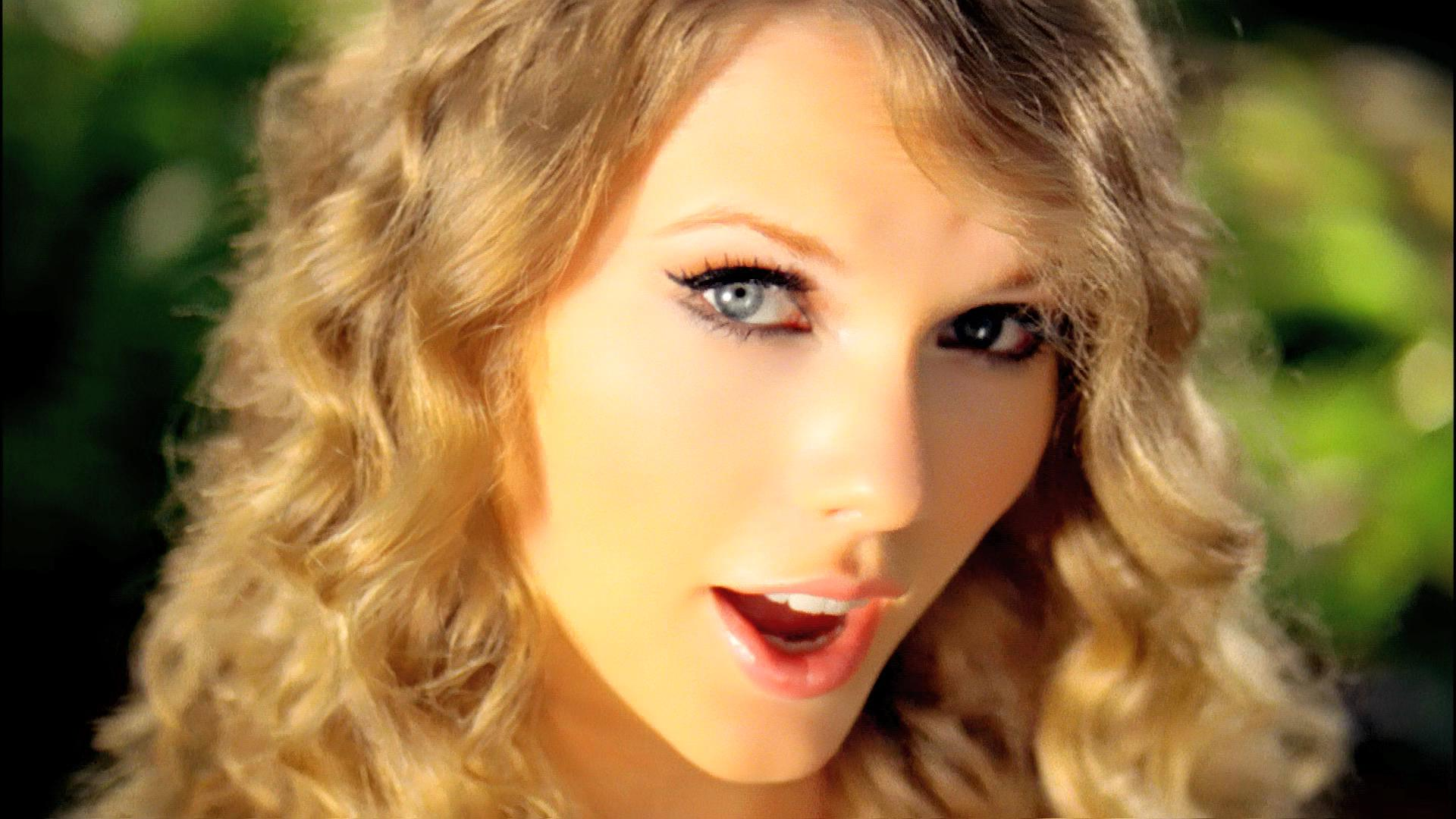 Taylor Swift Music Videos and Trailers | Contactmusic.com