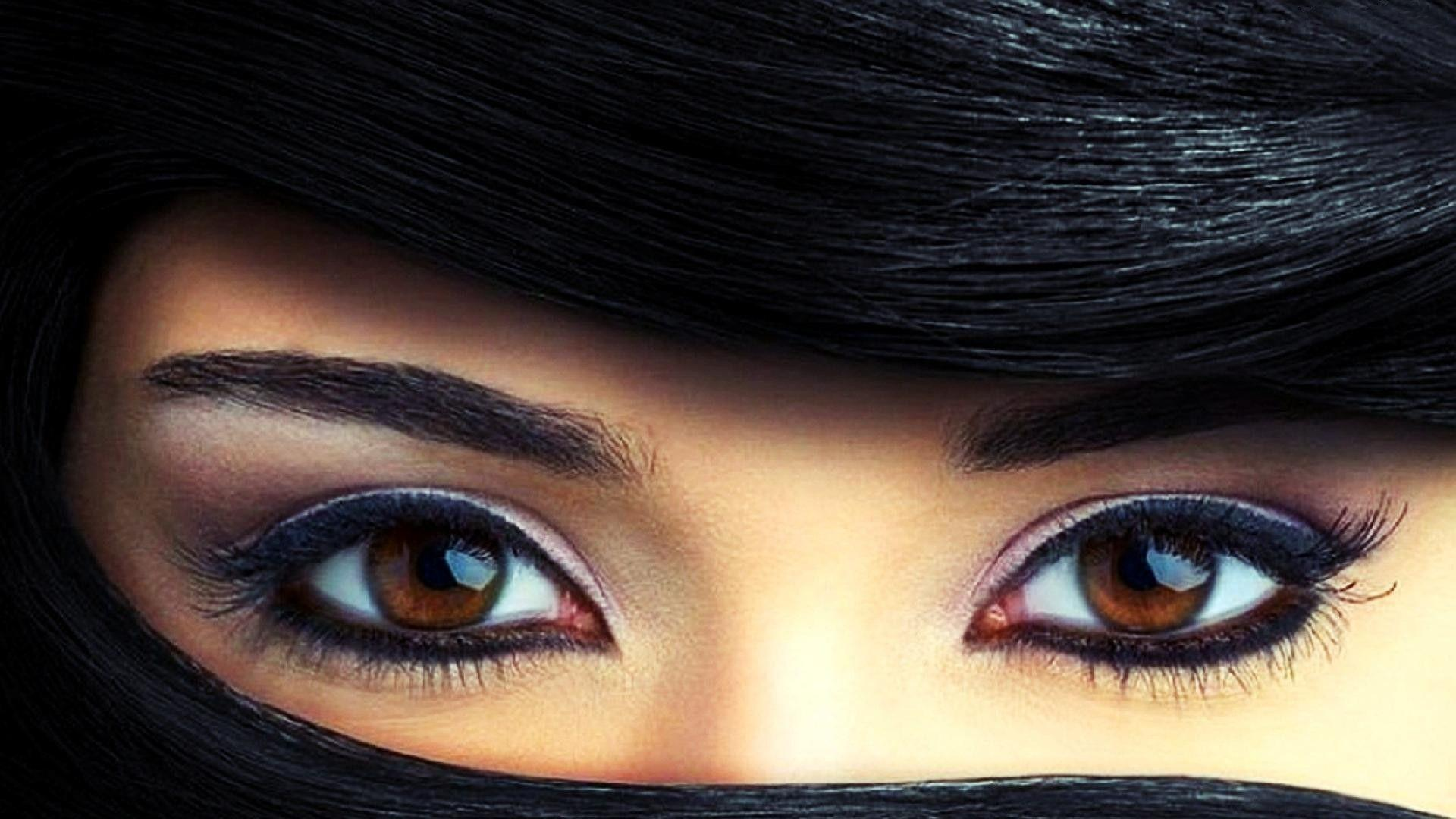 Beautiful Brown Eyes Picture in Close Up | HD Wallpapers .