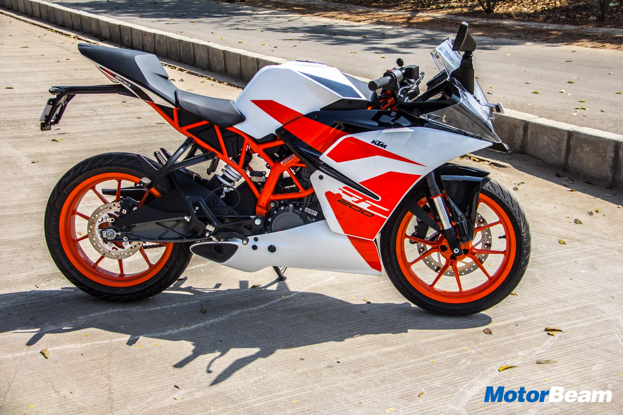KTM RC 200 Price, Review, Mileage, Features, Specifications