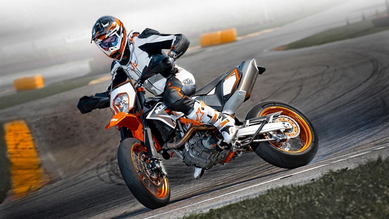 Download Moto Wallpaper Pictures