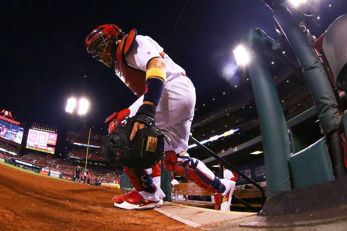 Cardinals should not sign Yadier Molina to a contract extension