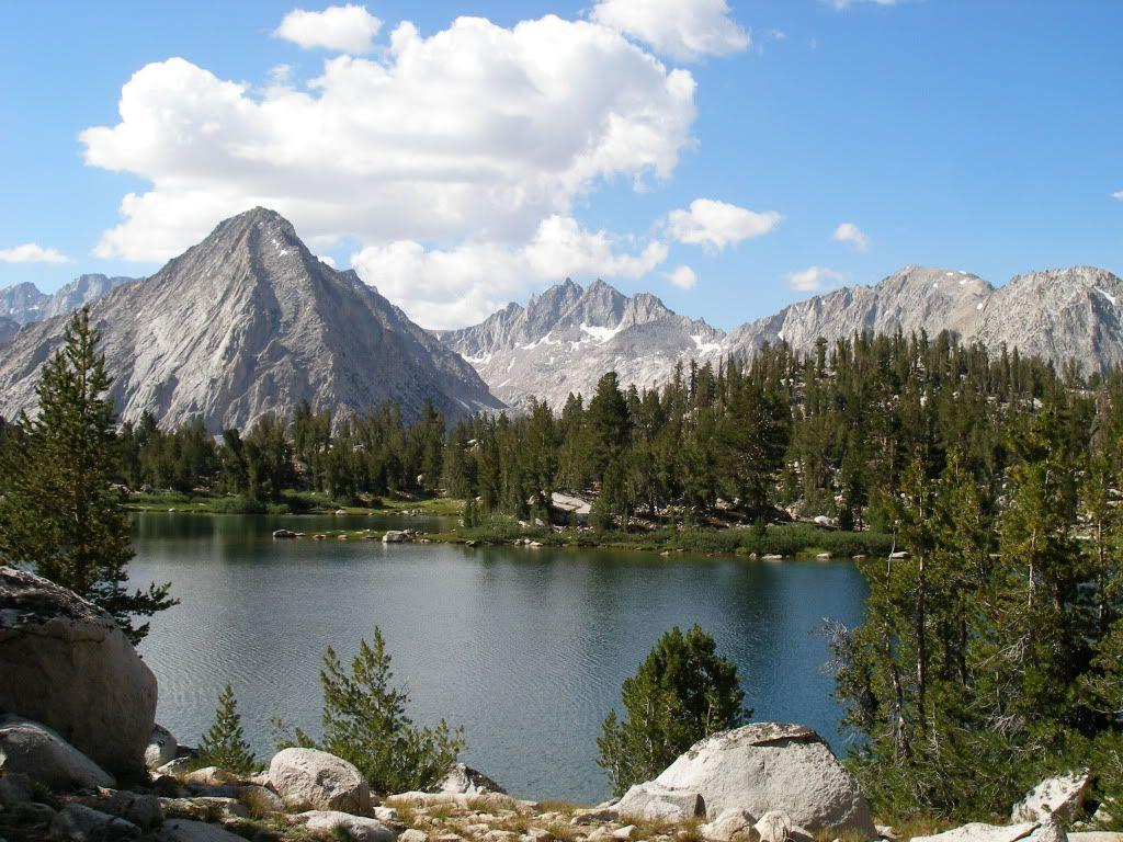 Trek through mountains and lakes in Kings Canyon National Park