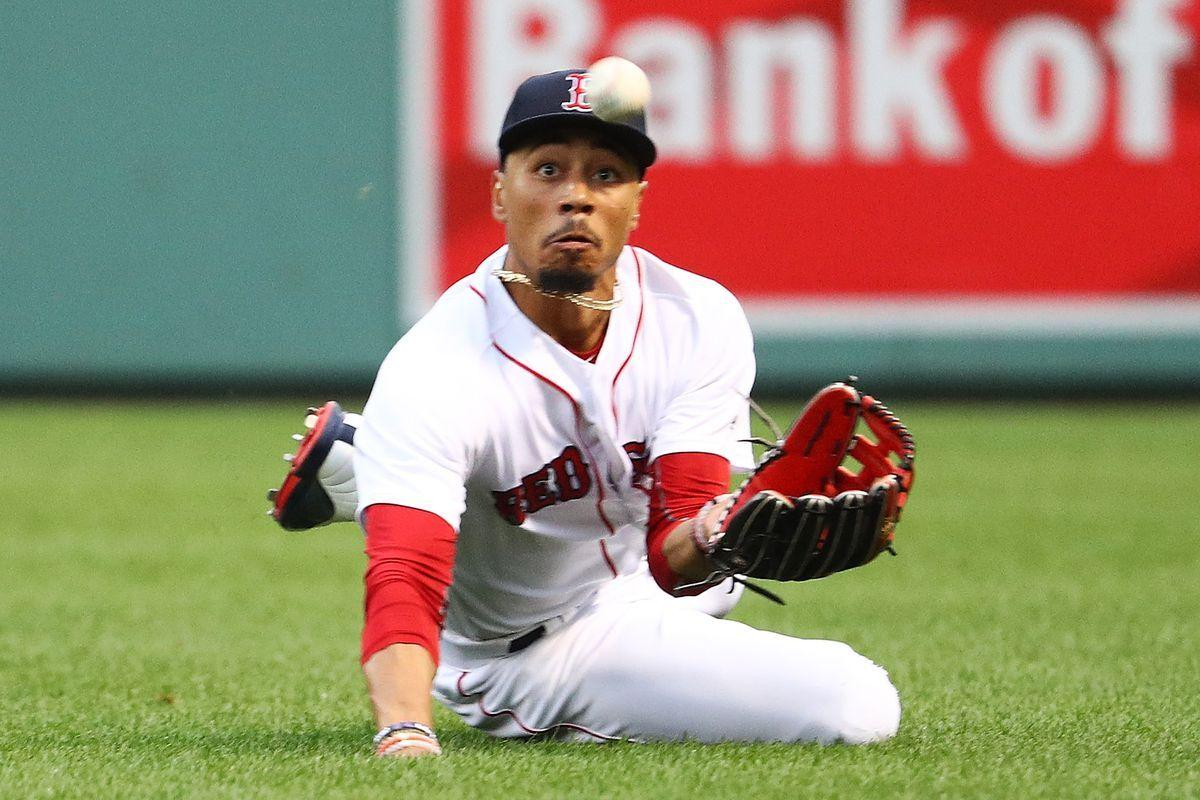 Mookie Betts leads four Gold Glove finalists for the Red Sox