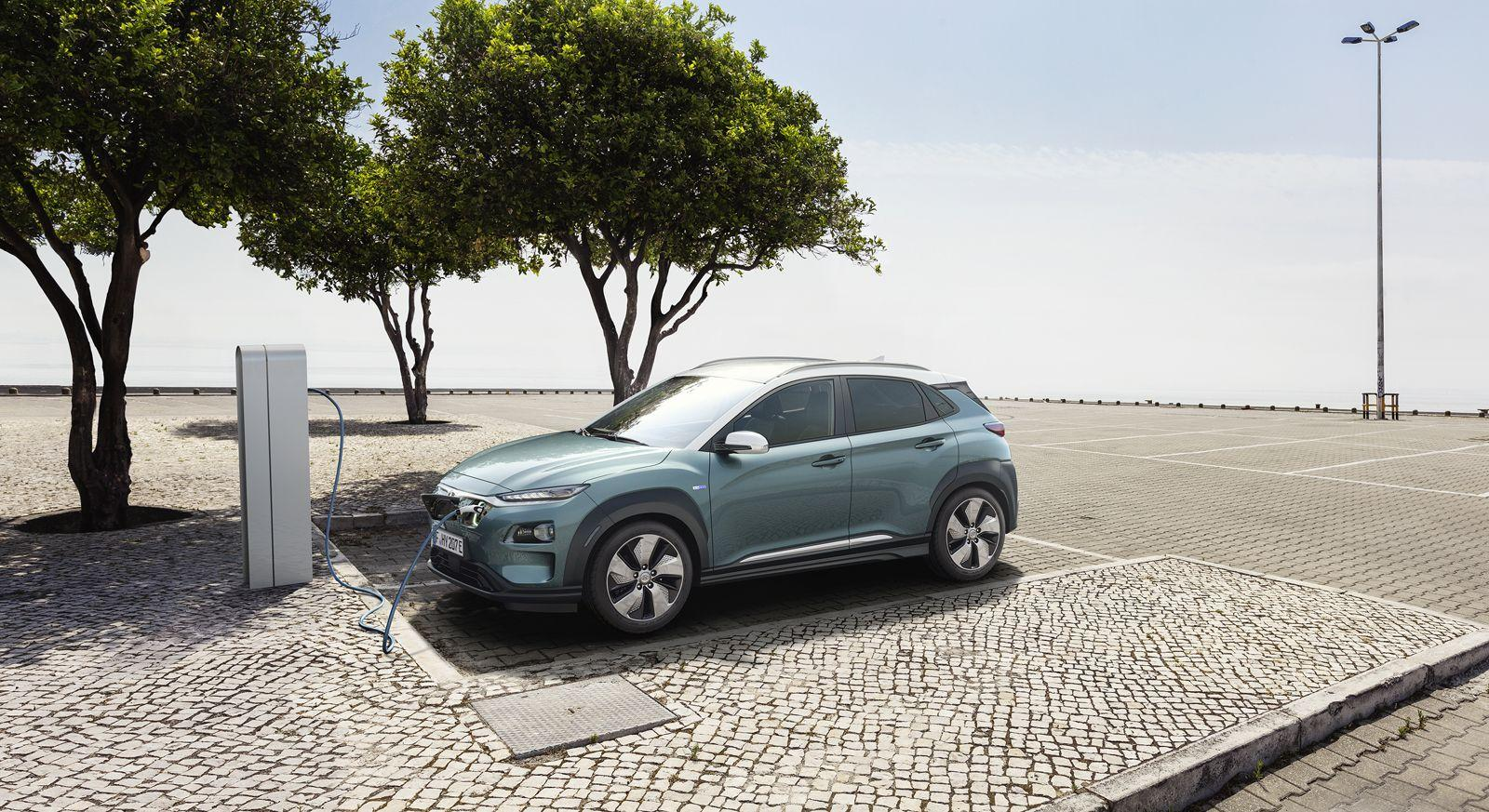 Hyundai Kona Electric Debuts With 298 Miles of Driving Range