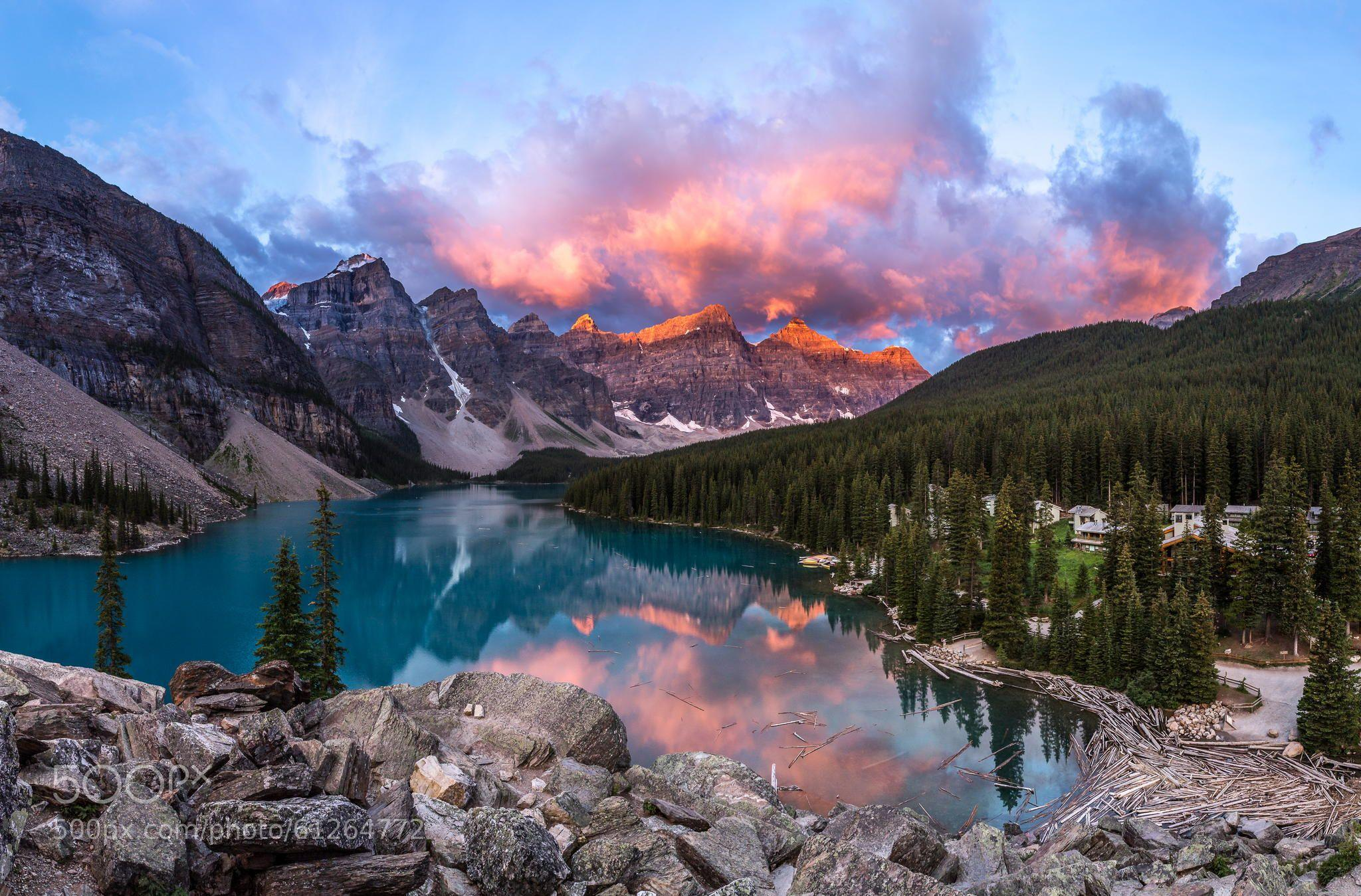 A beautiful morning sunrise in Moraine Lake, Banff National Park