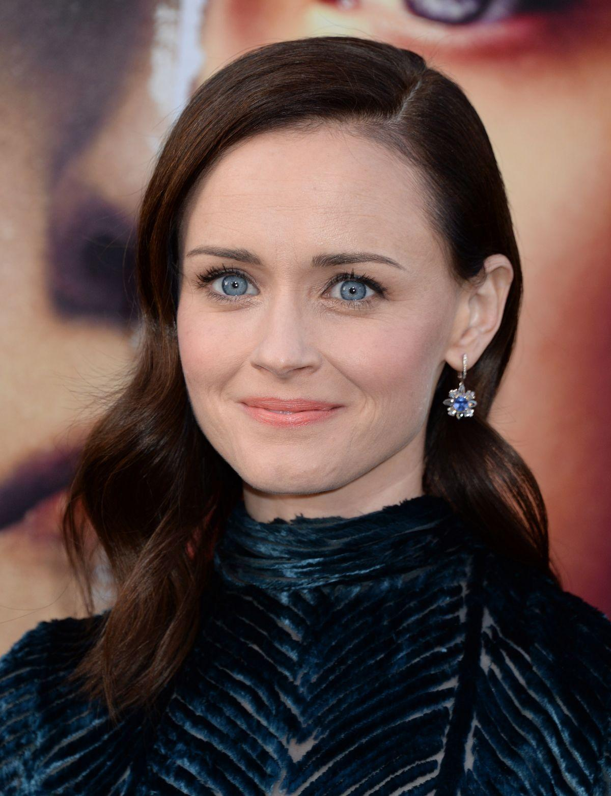 Alexis Bledel At The Handmaids Tale Season 2 Premiere In Hollywood ...