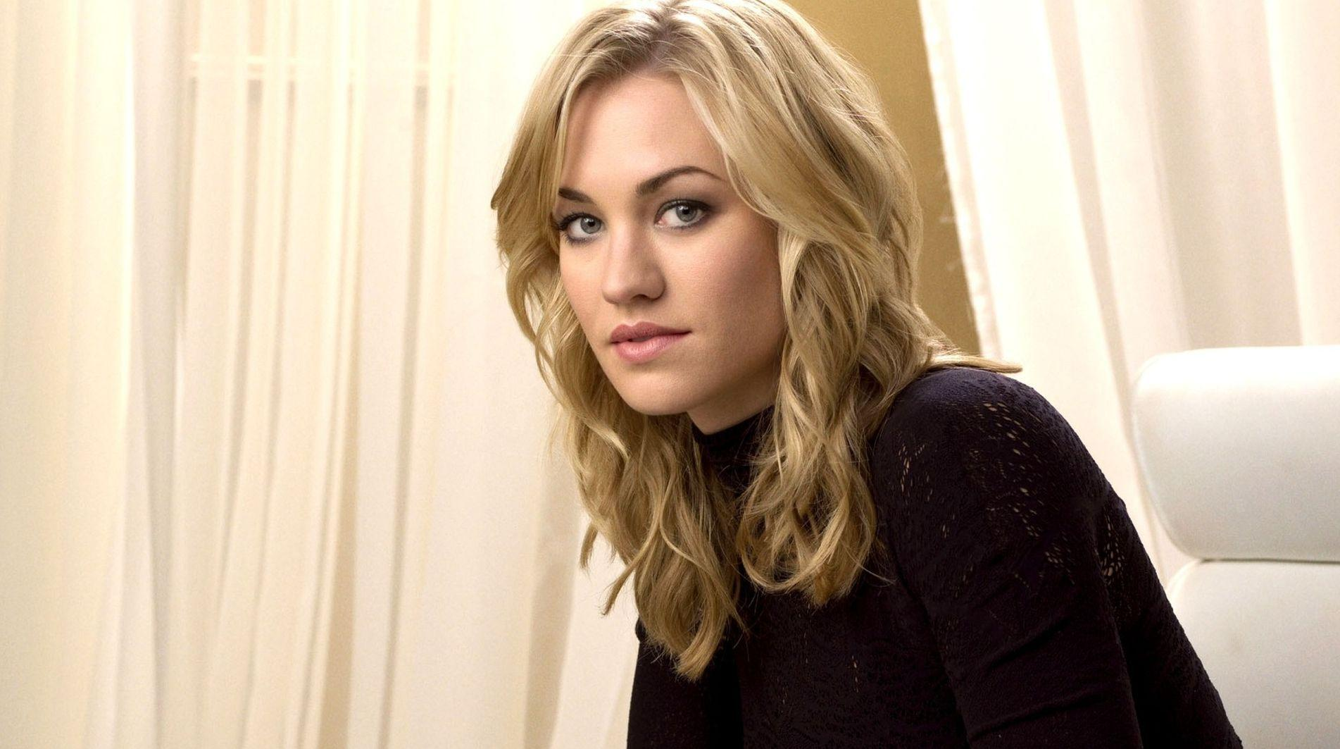 Dexter' Alum Yvonne Strahovski to Star in Hulu's 'The Handmaid's ...