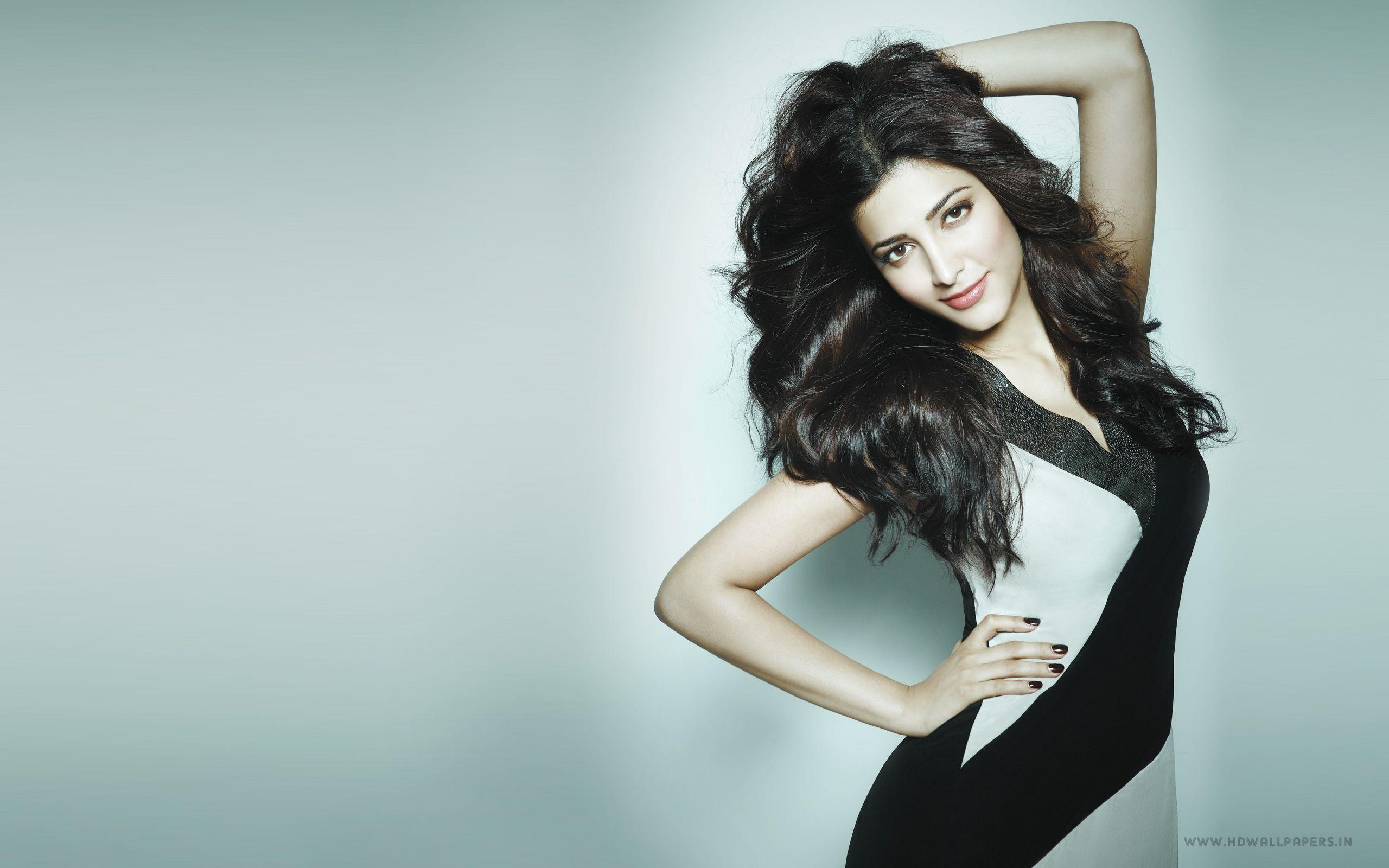 Latest wallpapers and photos of bollywood actress sonam kapoor.