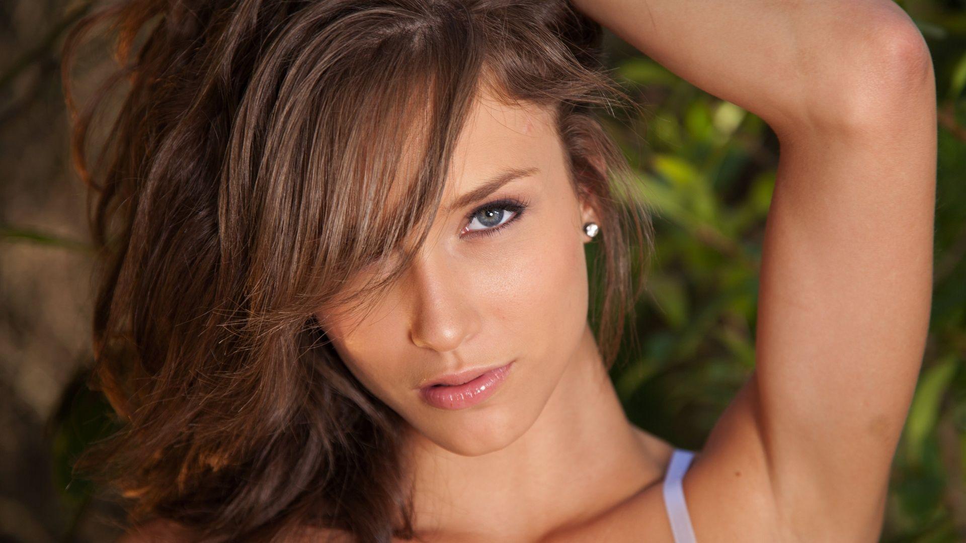 Fucking brunette pussy(4).wmv hot her
