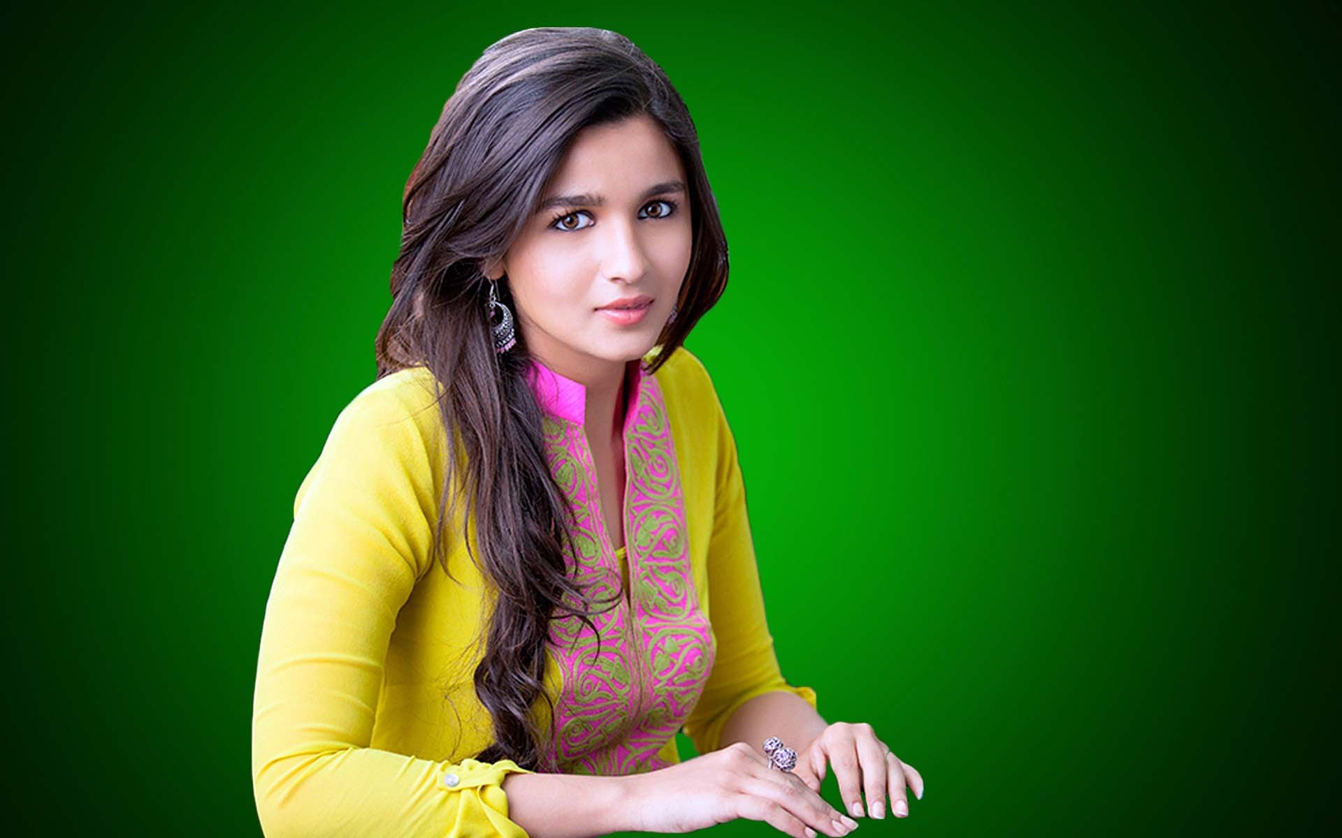 Alia Bhatt in Beautiful Dress Full HD Wallpapers 1080p