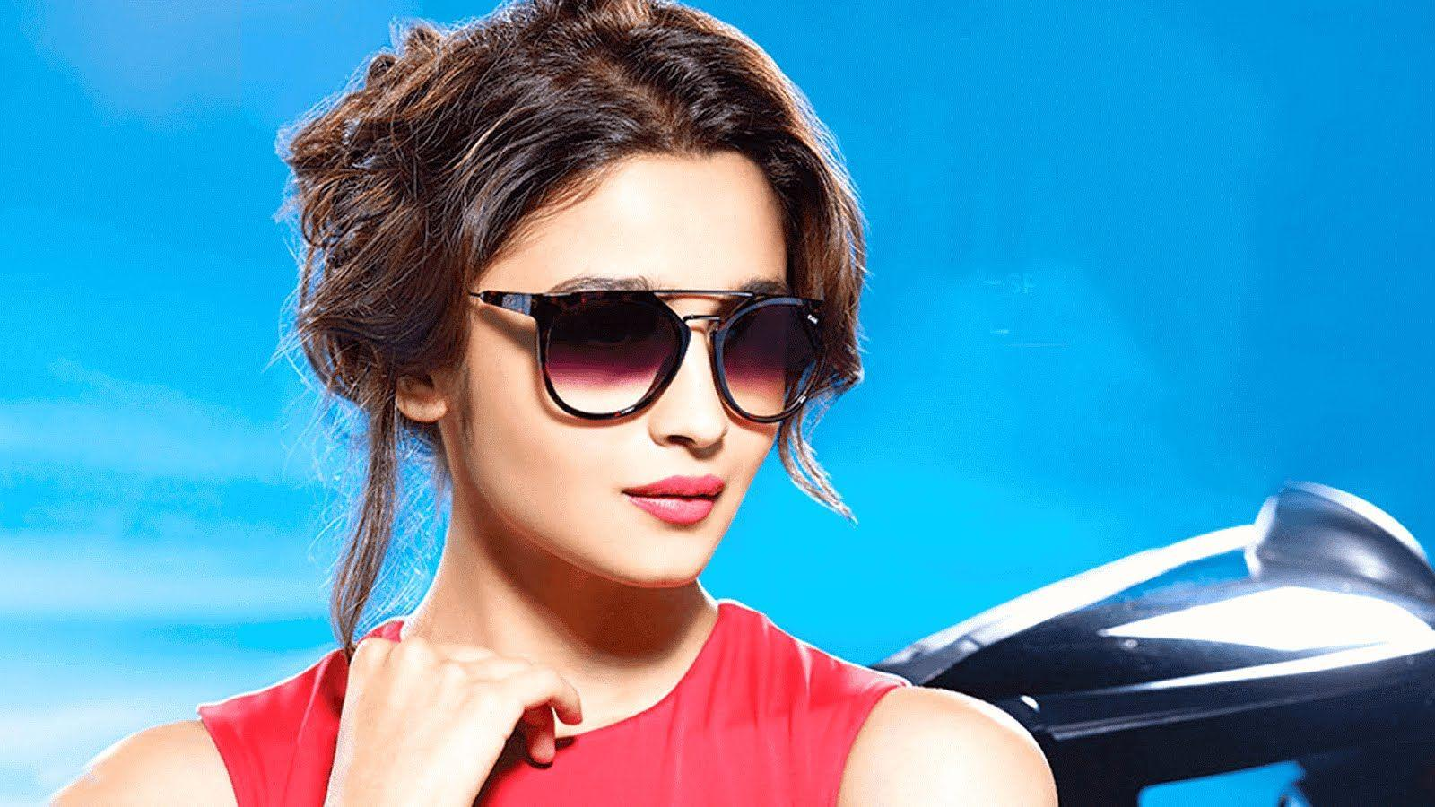 Cute Actress Alia Bhatt HD Wallpapers and Pics Download For Whatsapp