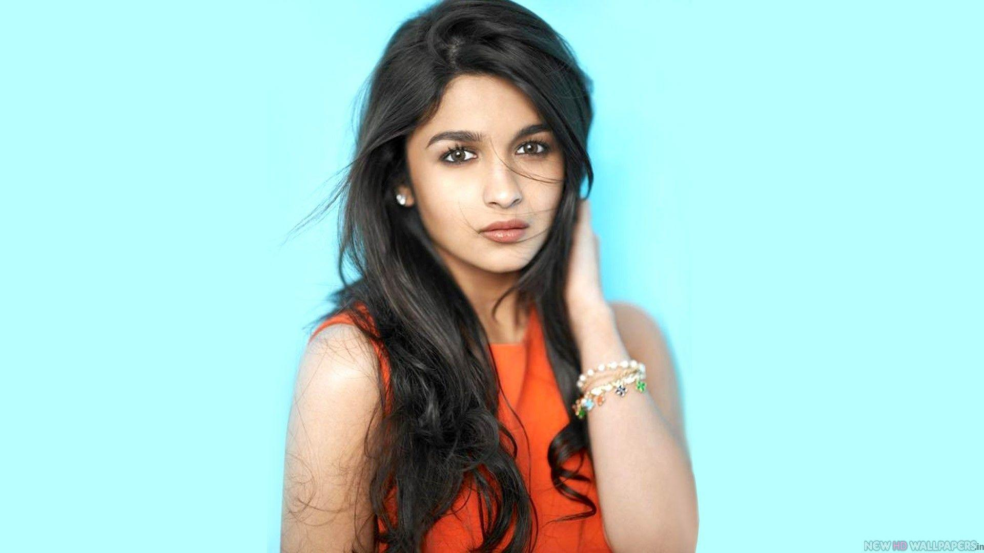 Beautiful Actress Alia Bhatt 2013 HD Wallpapers