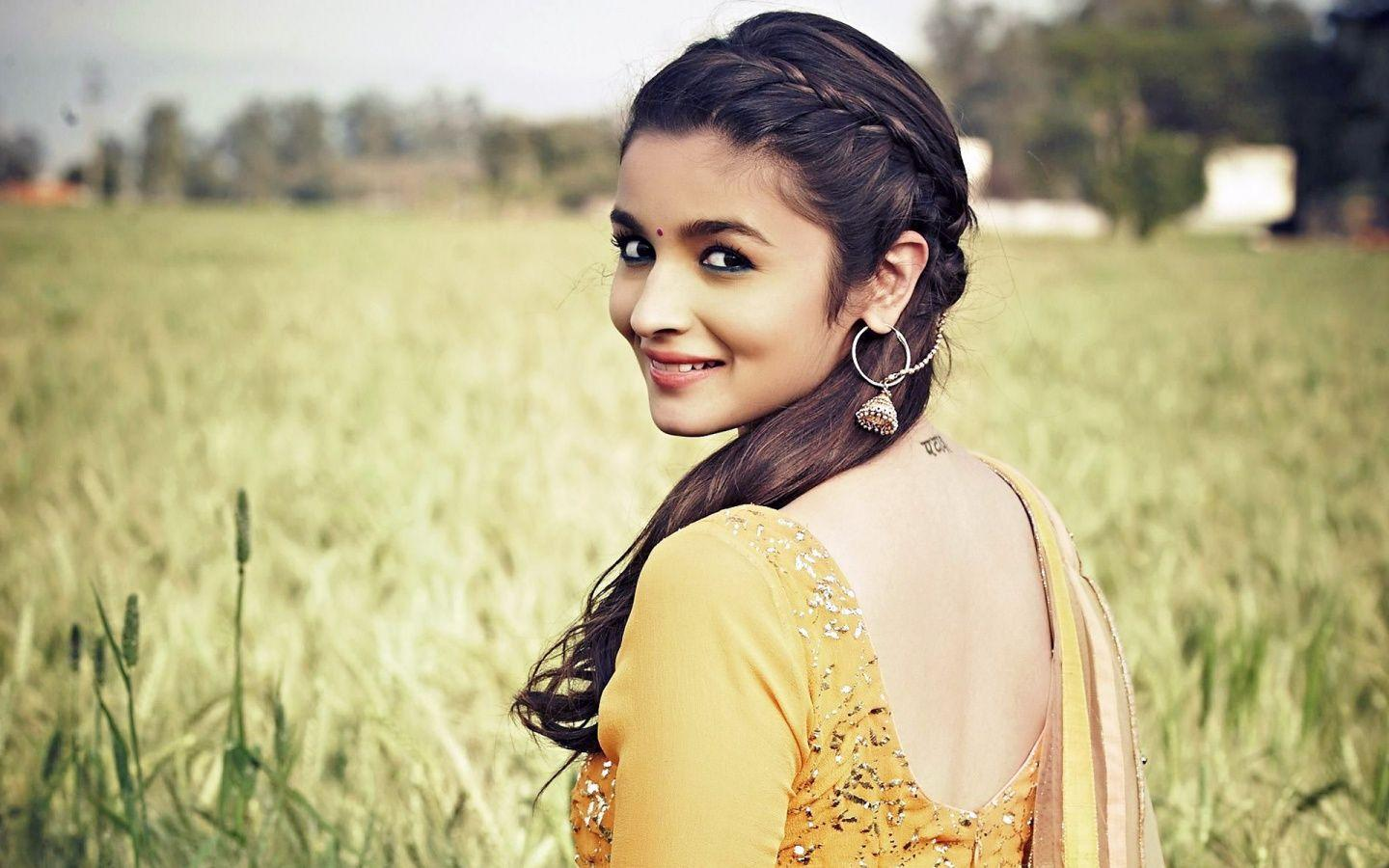 Alia Bhatt Beautiful HD Wallpapers Latest 2017