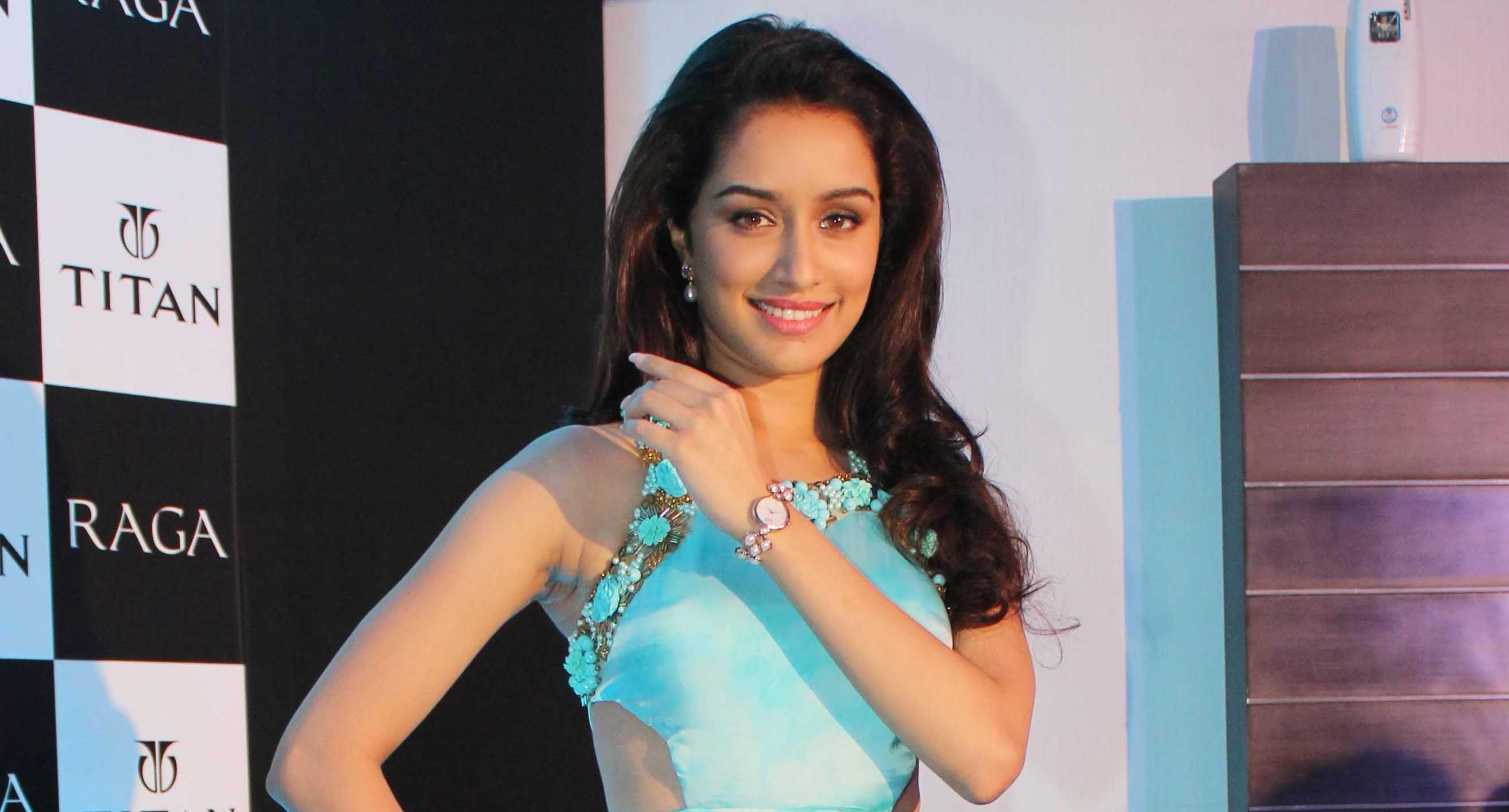 Shraddha Kapoor Smiling Face Backgrounds Hd Mobile Download Wallpapers