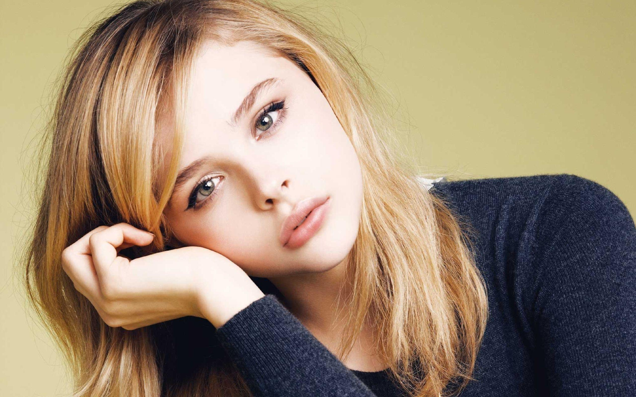 Chloe Grace Moretz Face Wallpaper Backgrounds 63214 2560x1600 px