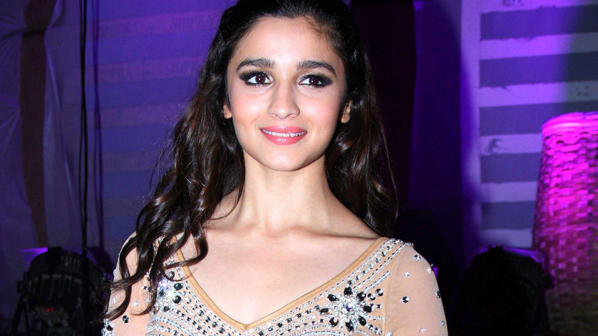 Alia Bhatt Wallpapers Free Download HD Cute Bollywood Actress Image