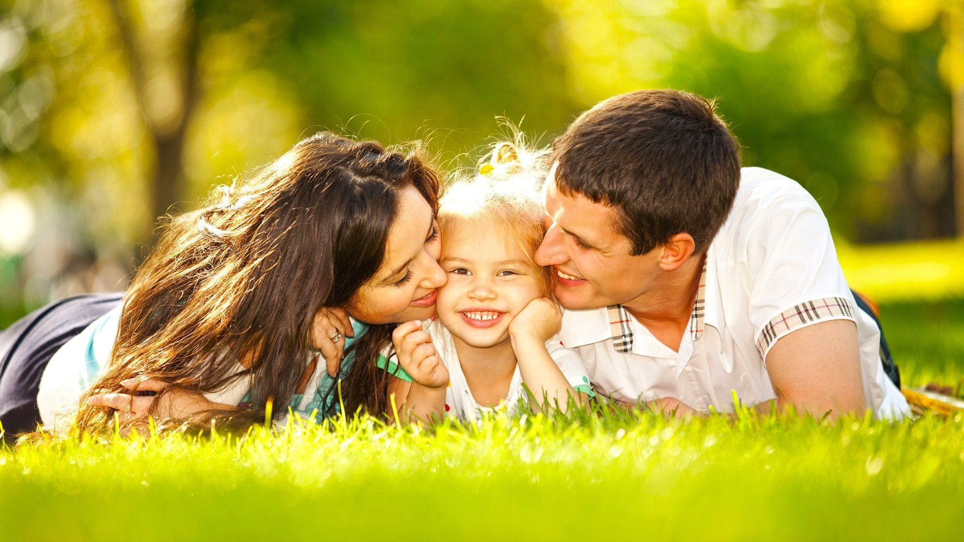 Happy family couple and kid download hd wallpapers