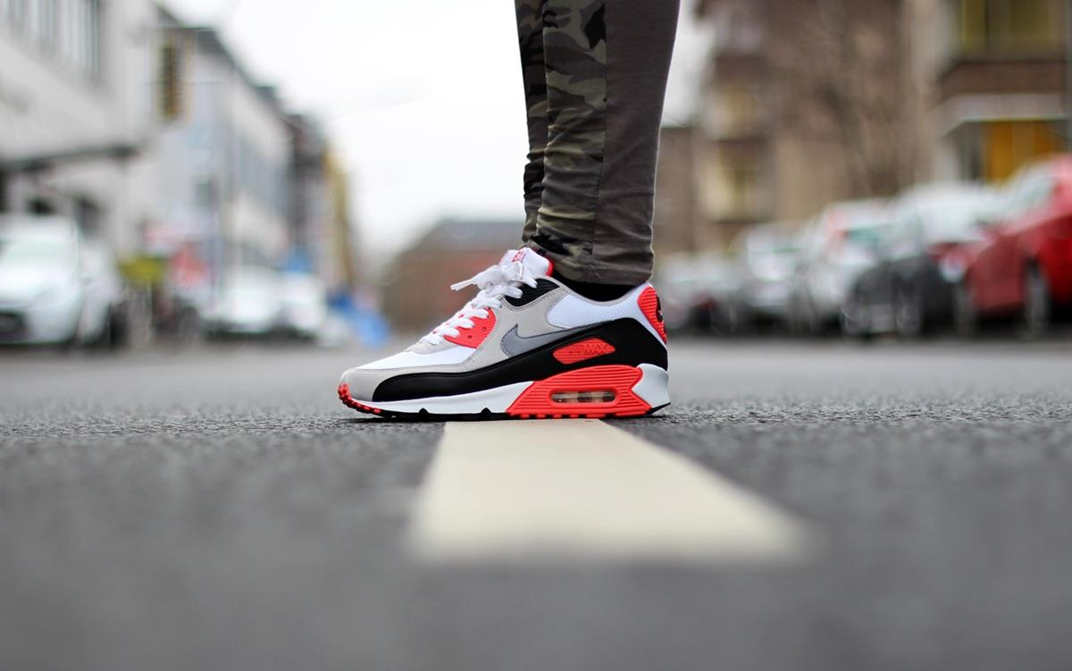 on sale c05a5 054ca Nike Air Max 90 Infrared Returns in 2015