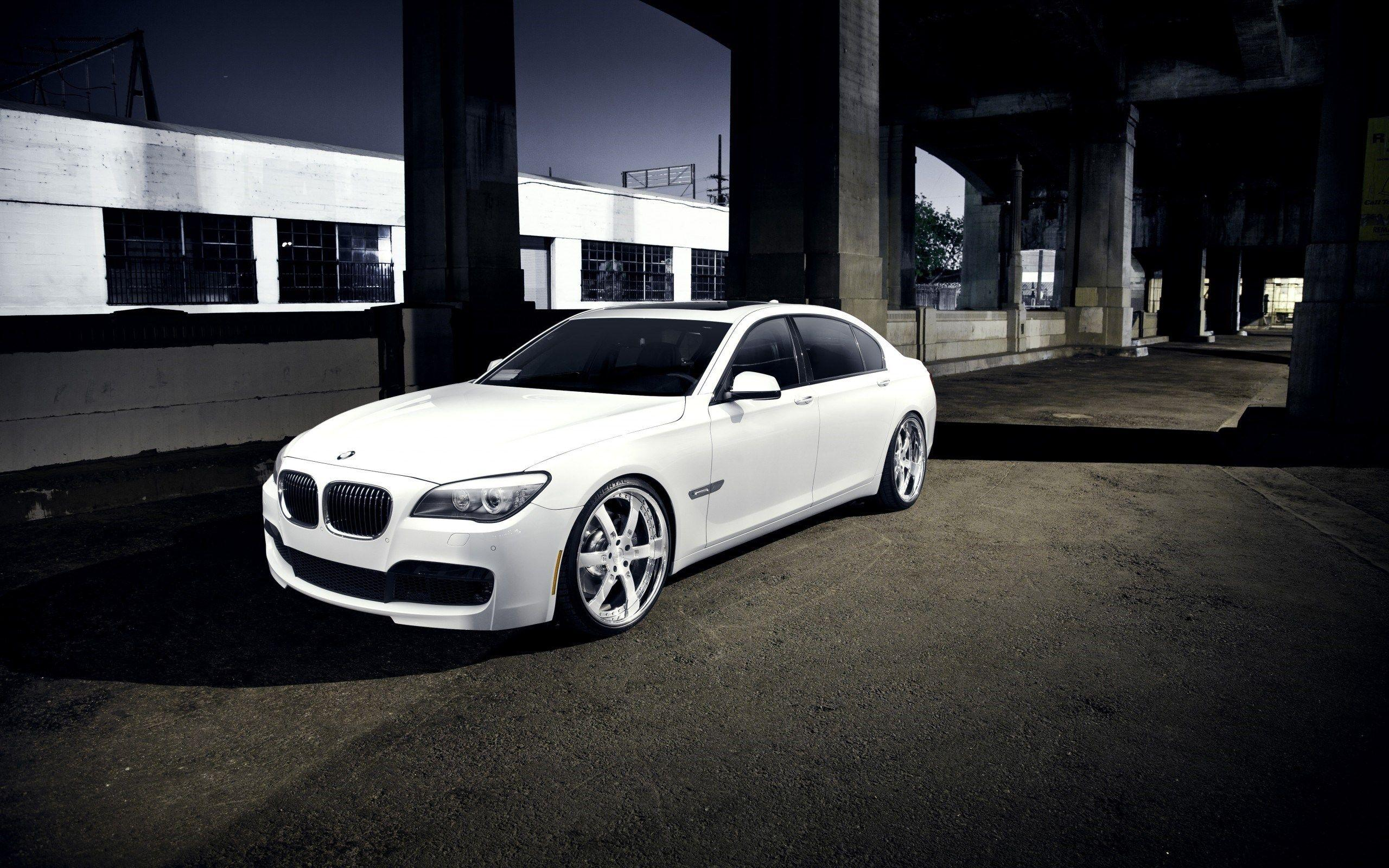 Beautiful White BMW 7 Series Wallpapers 43420 2560x1600 px