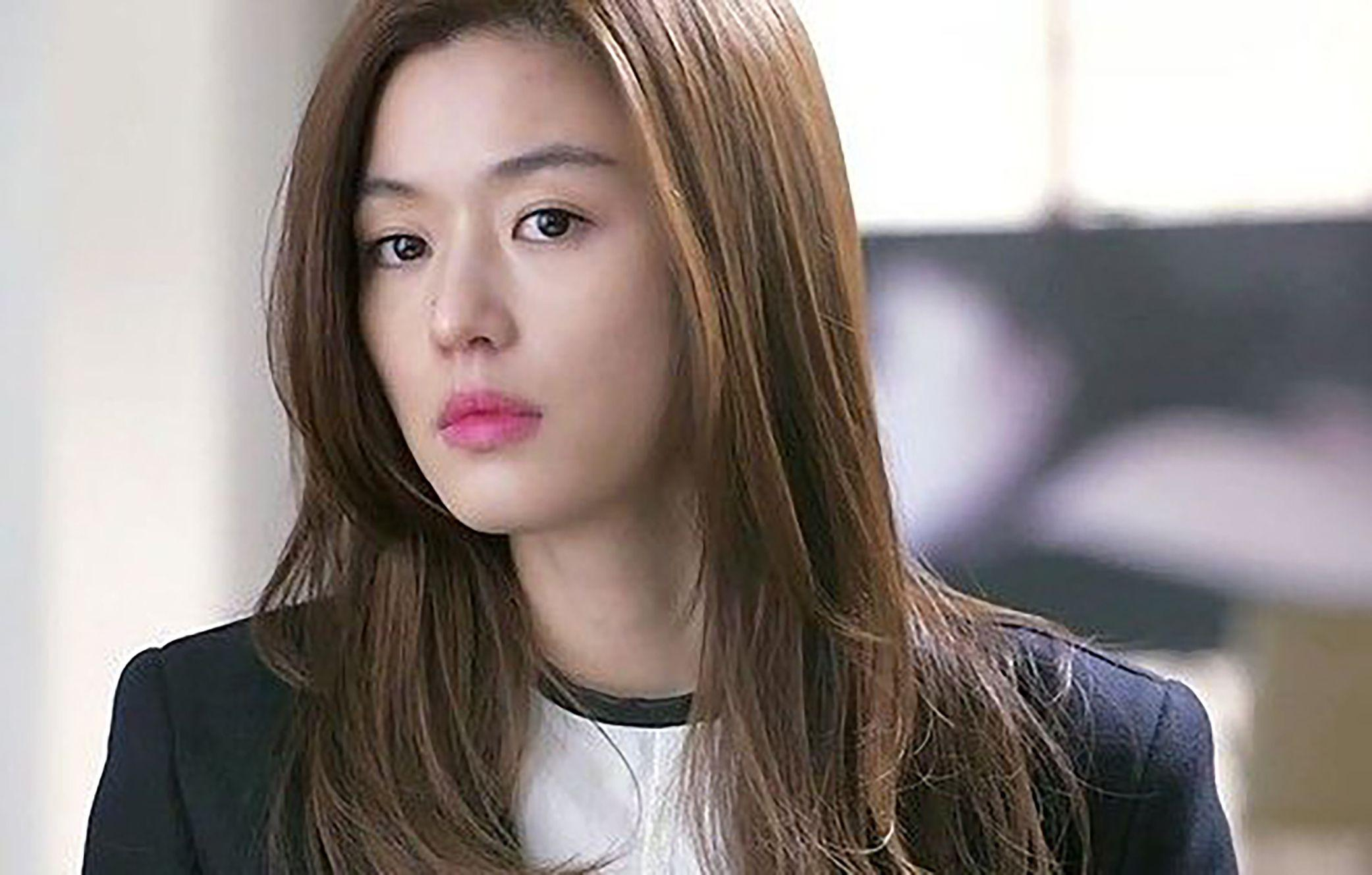 Jun Ji-hyun Showed Her Elegance and Sexiness in New