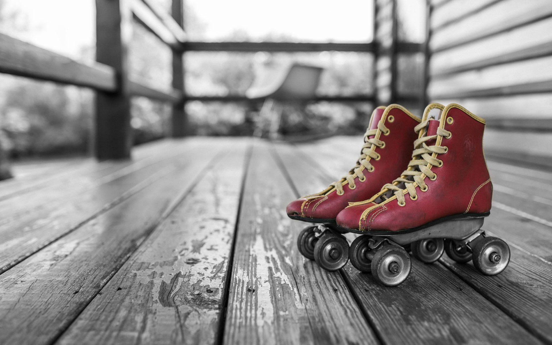 Vintage Wallpaper Skater