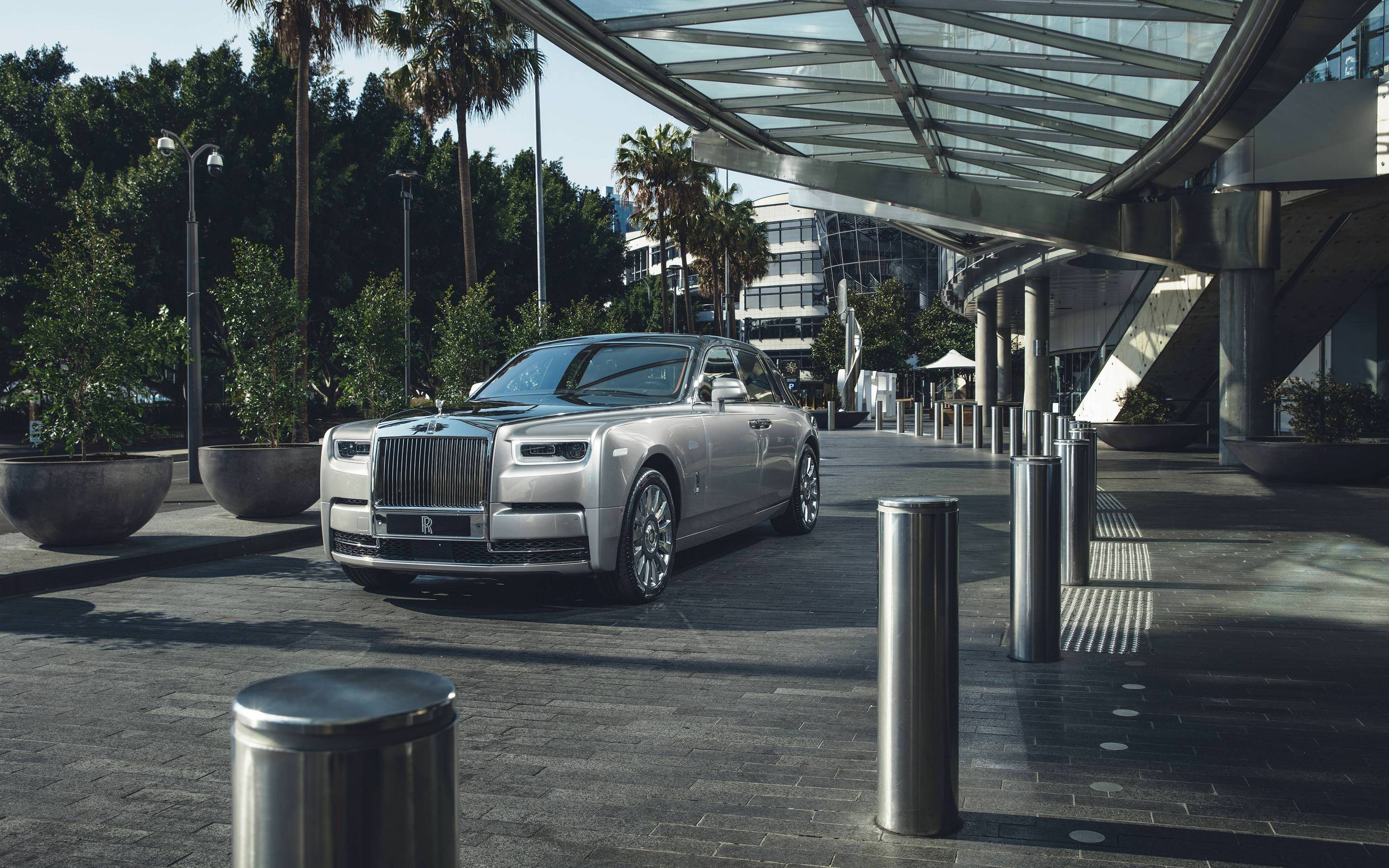 2017 Rolls Royce Phantom 4K 2 Wallpapers