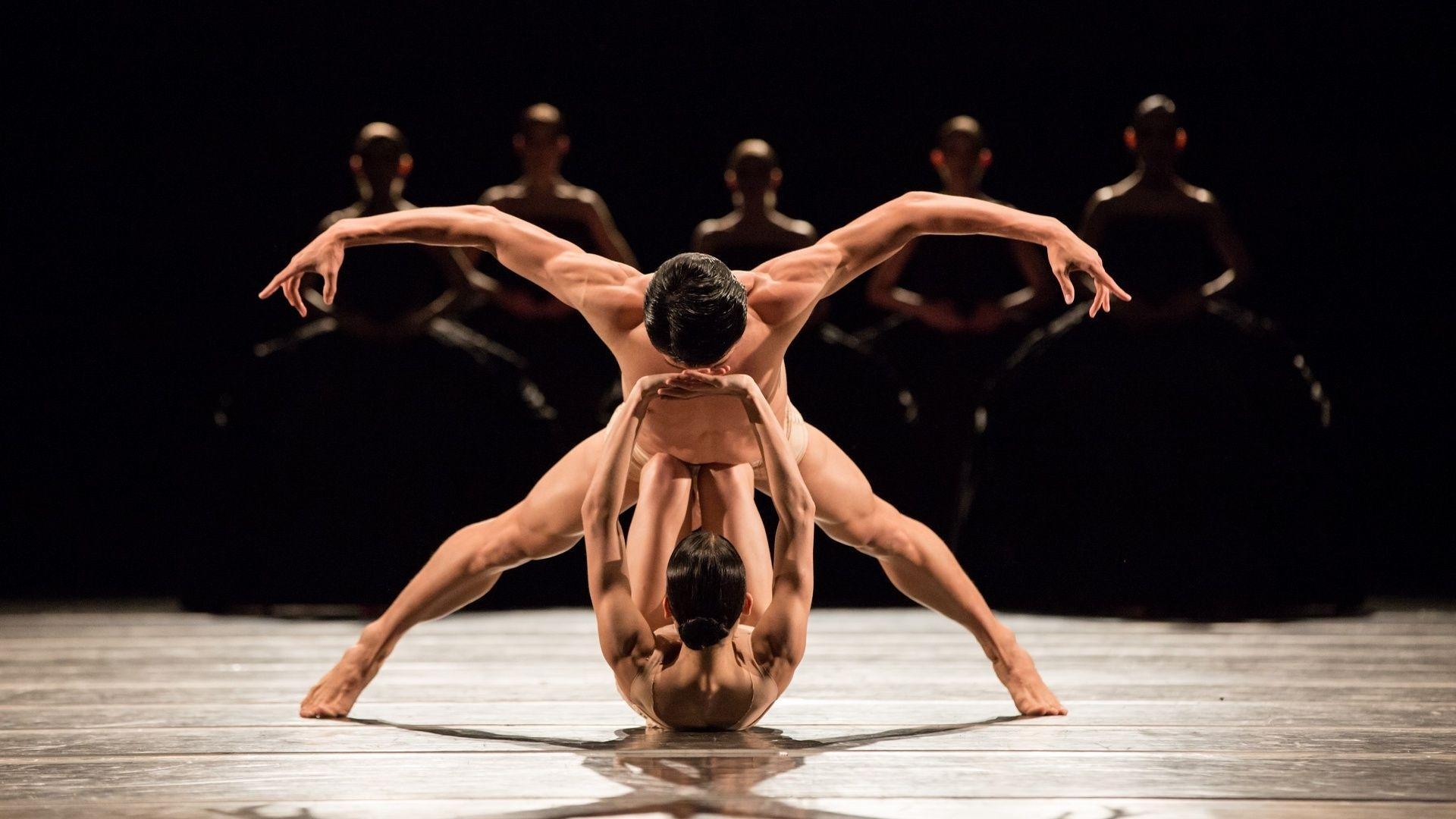 танцы голые артисты все