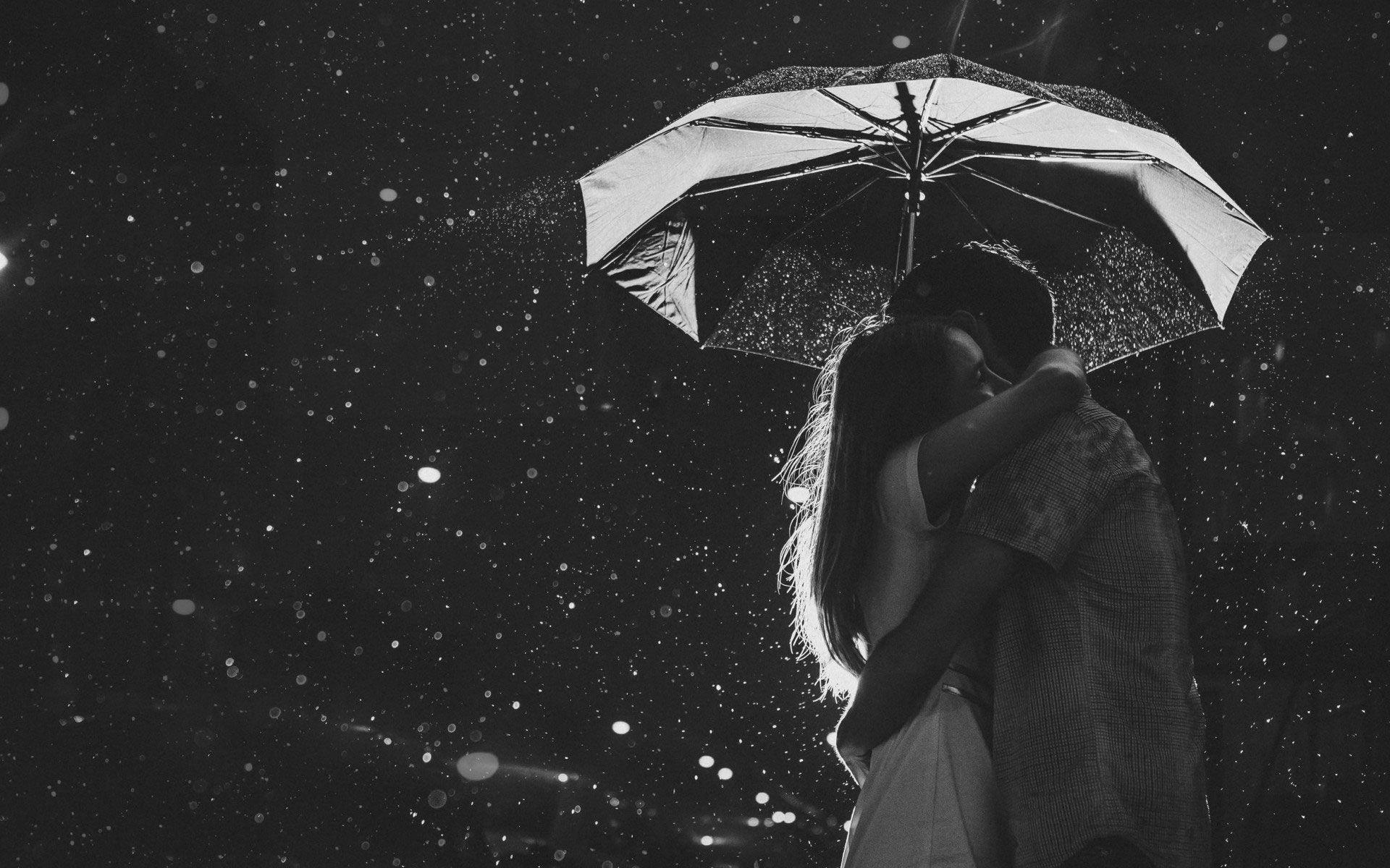 Sweet black and white romance wallpaper of love couples