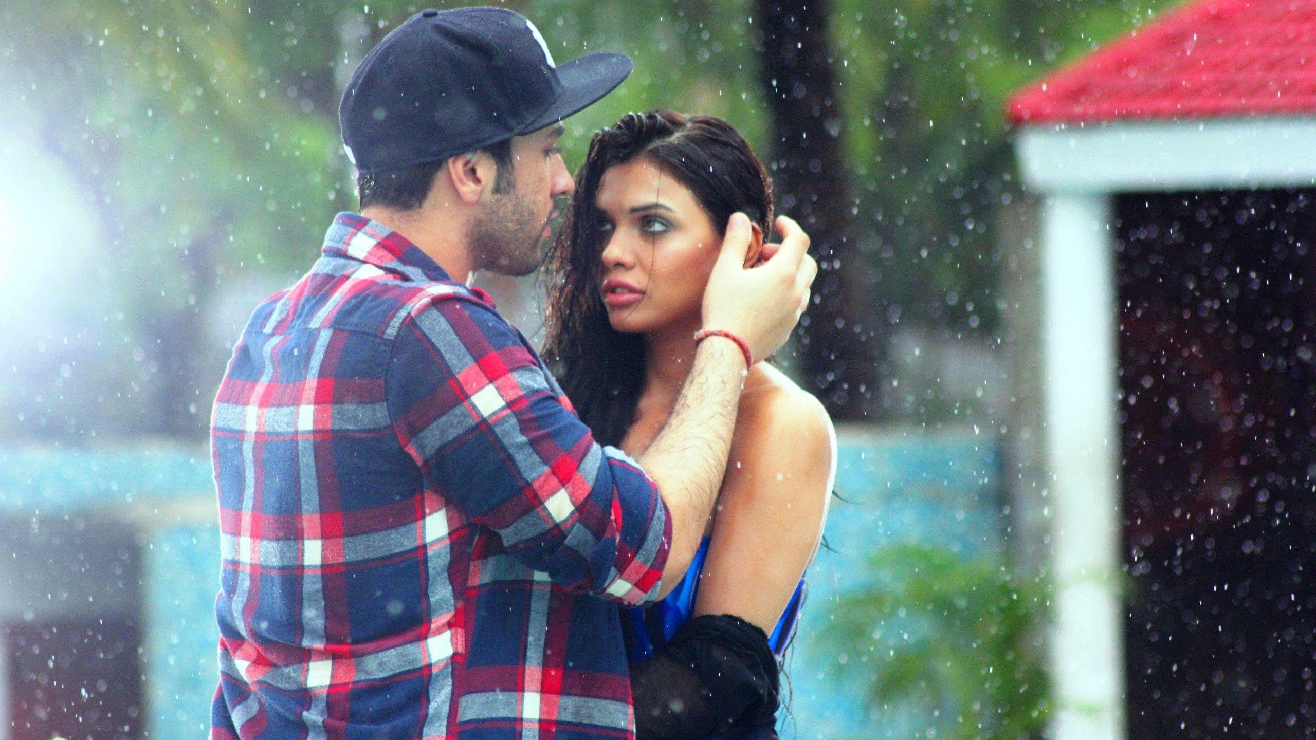 Rain Romantic Couple Wallpapers