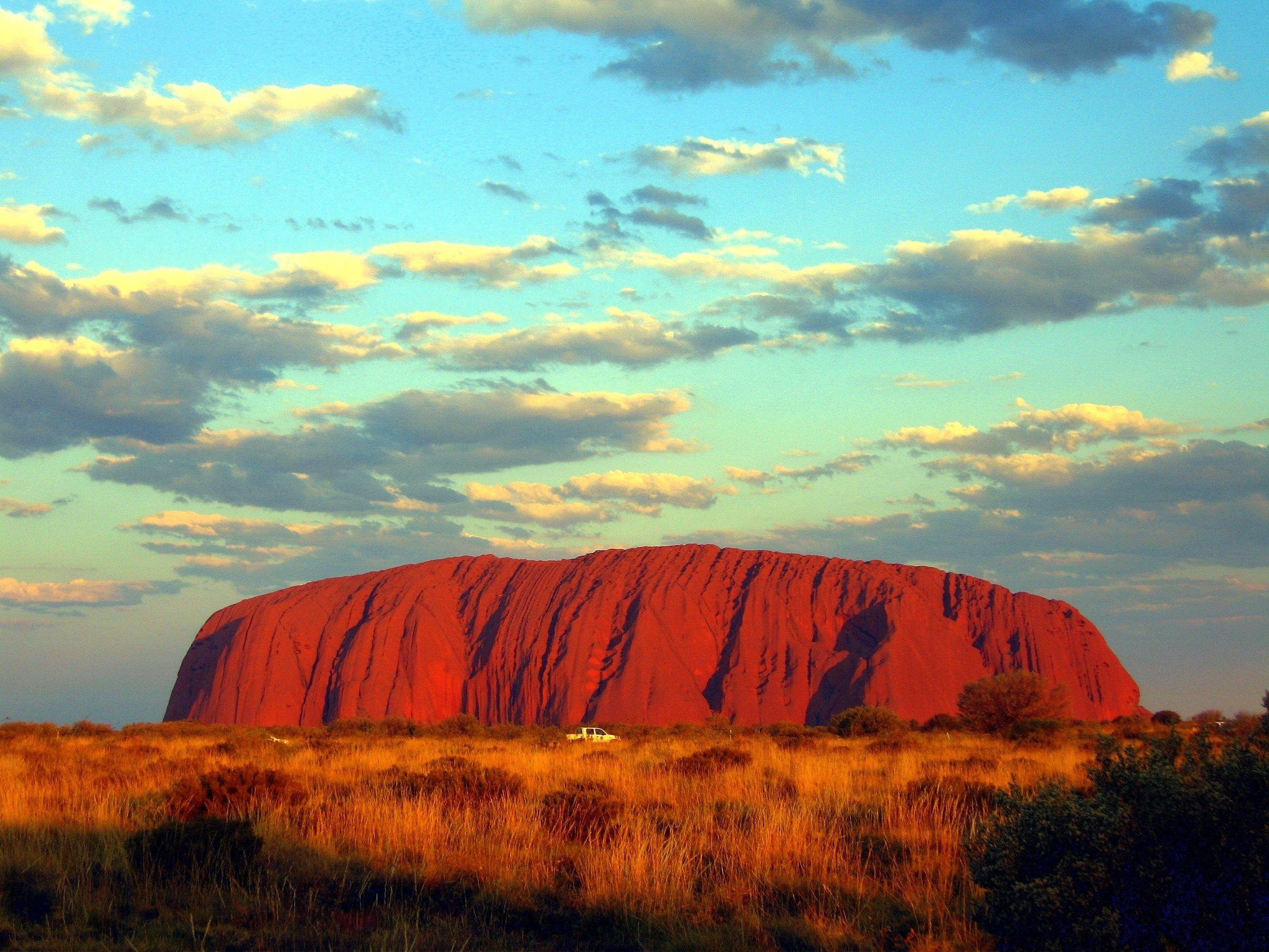 free wallpapers and screensavers for uluru, 2592x1944