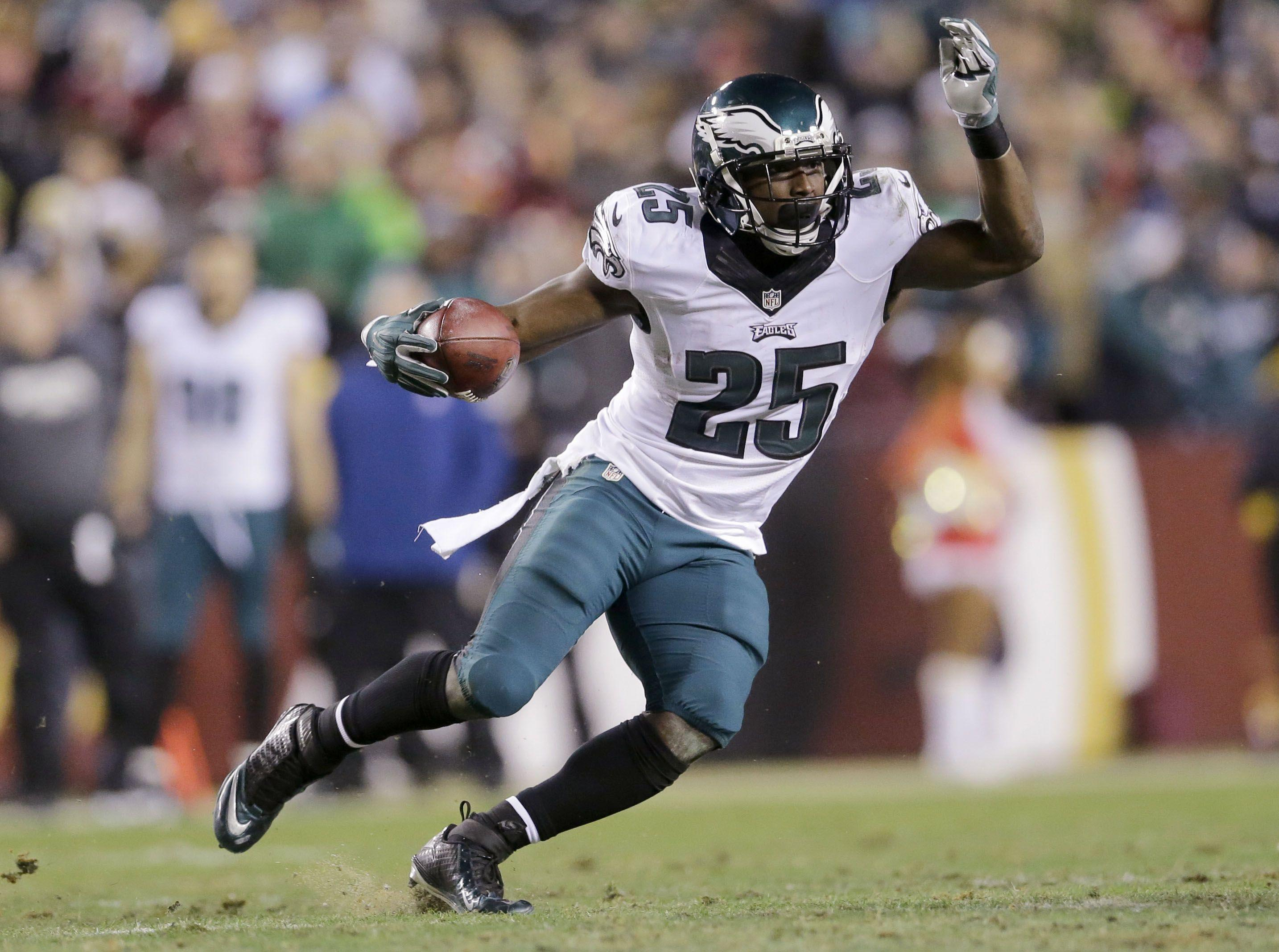 Eagles to trade running back McCoy to Buffalo for Alonso