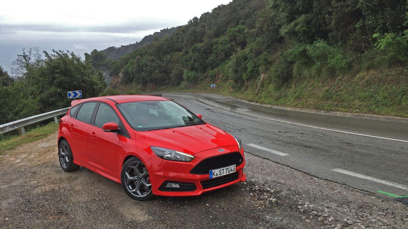 Ford Focus St 2015 wallpapers