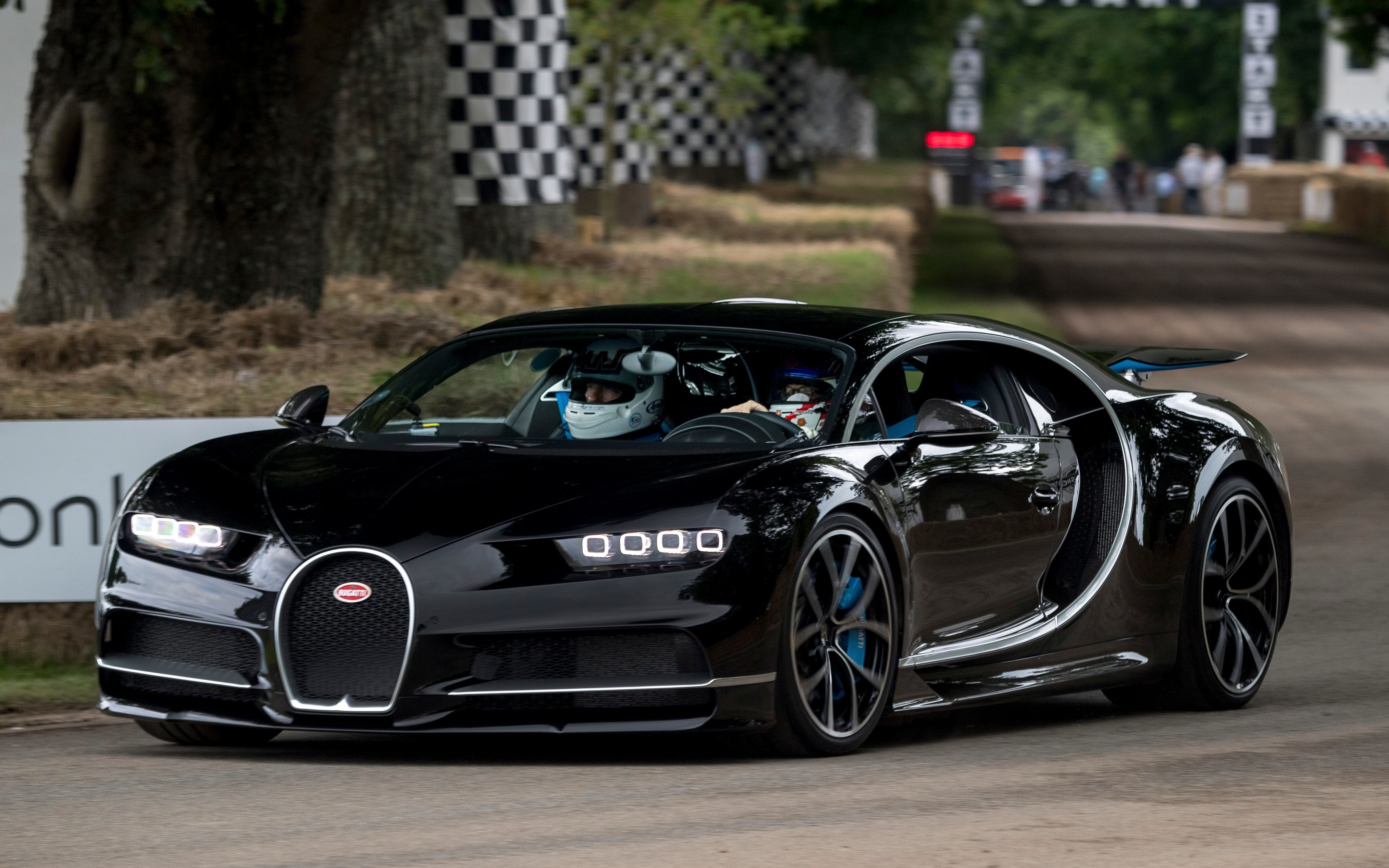 Introducing The New Bugatti Chiron Divo Which Is Having Over 1500 ...