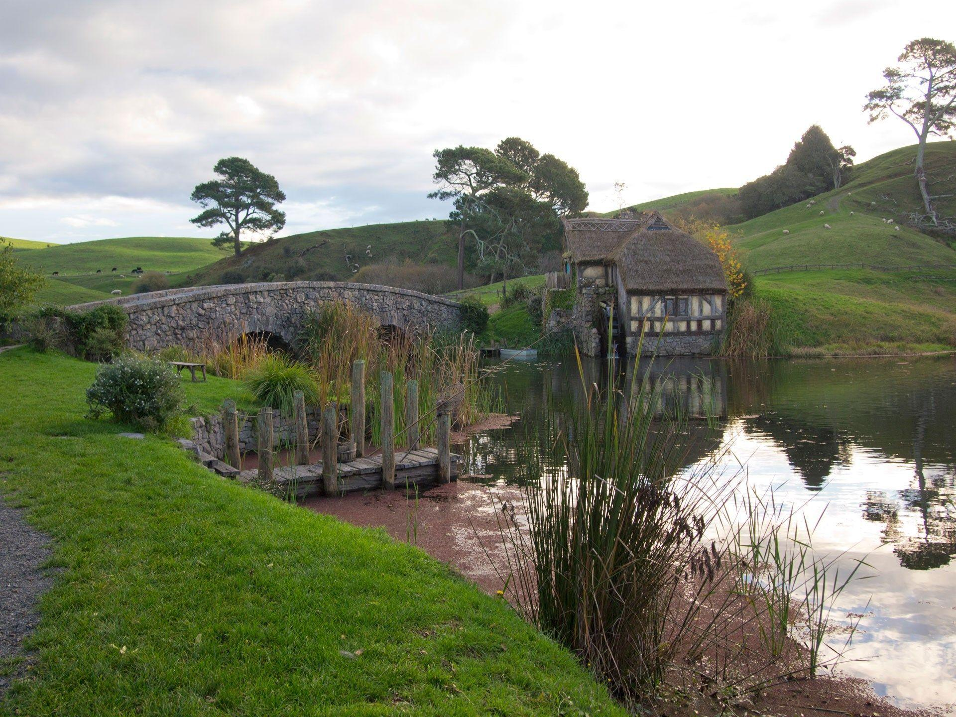 computer wallpapers for hobbiton