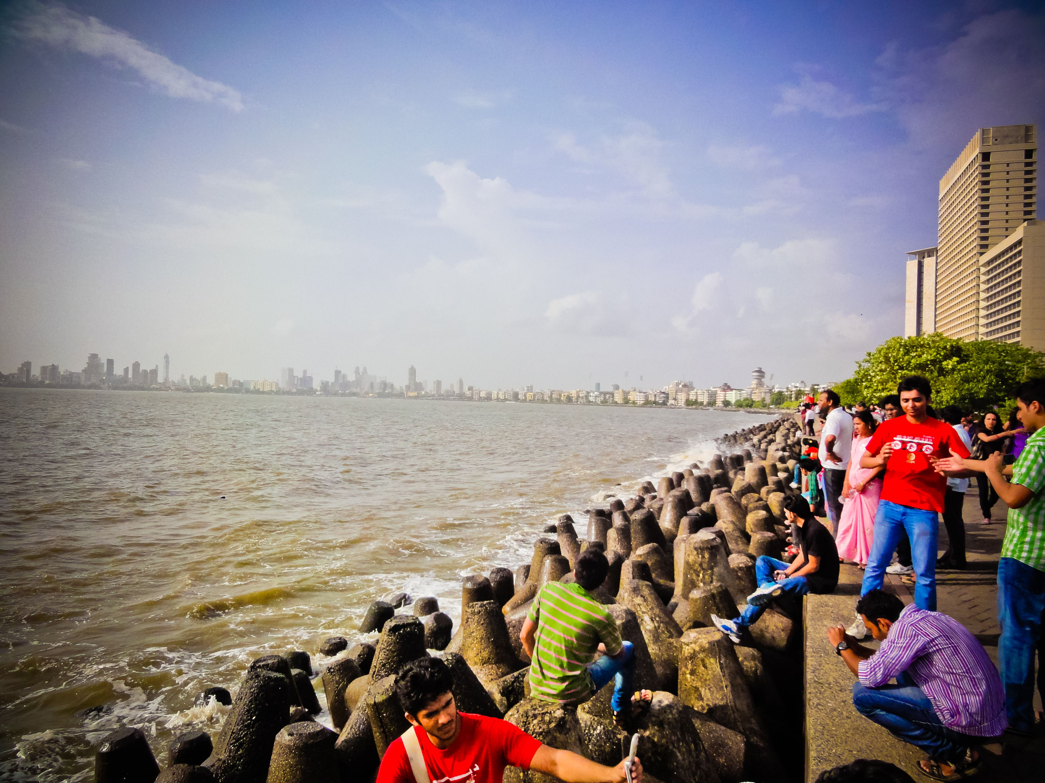 Holiday on the beaches in Mumbai wallpapers and image