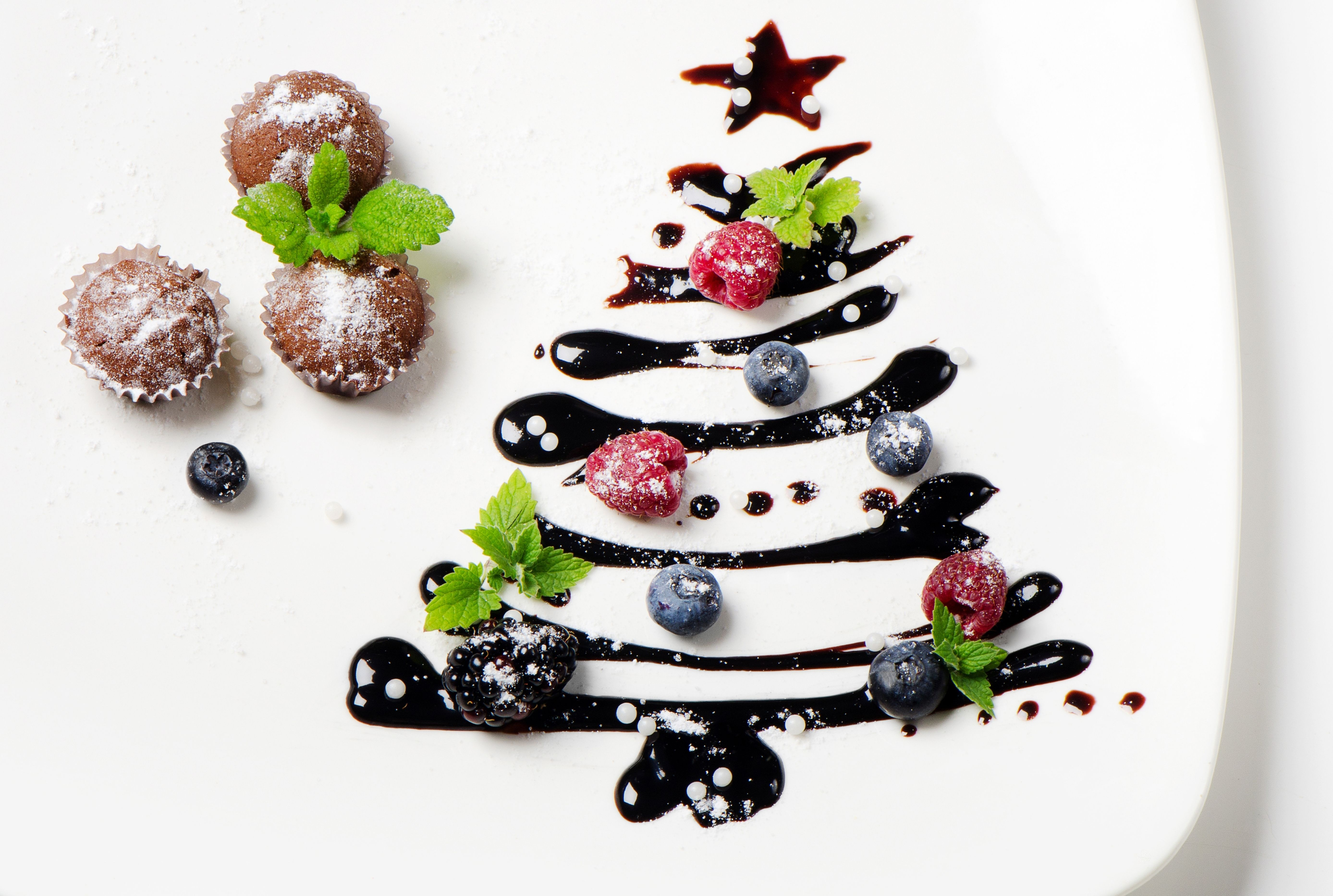 Cupcake, Christmas tree, berry wallpapers and images - wallpapers ...