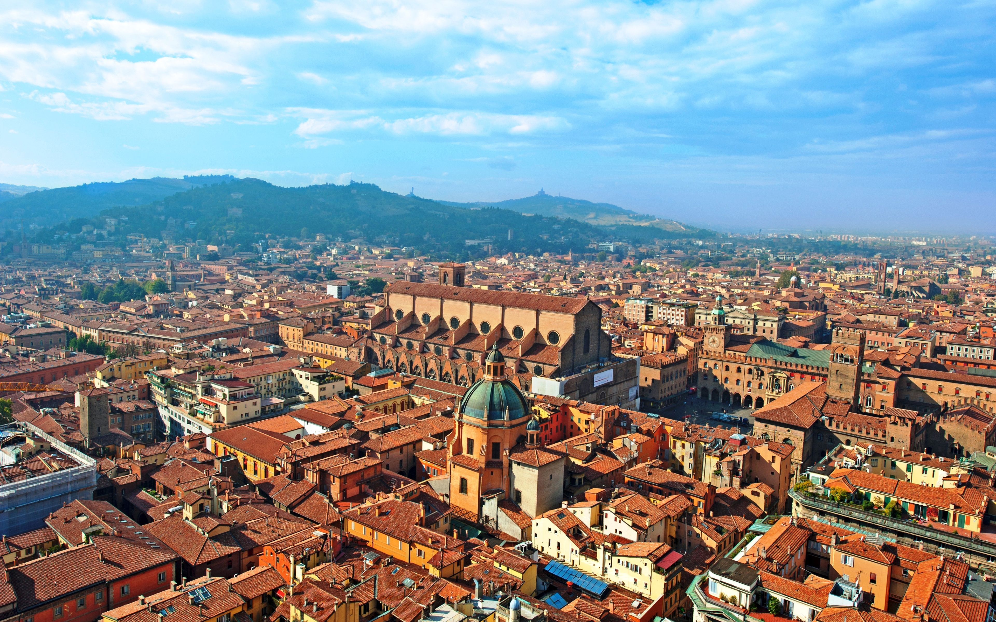 Download wallpapers Bologna, 4k, summer, buildings, cityscapes
