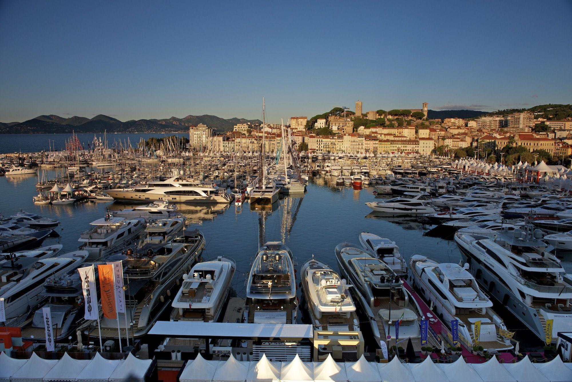 Boats in the port of Cannes, France wallpapers and image