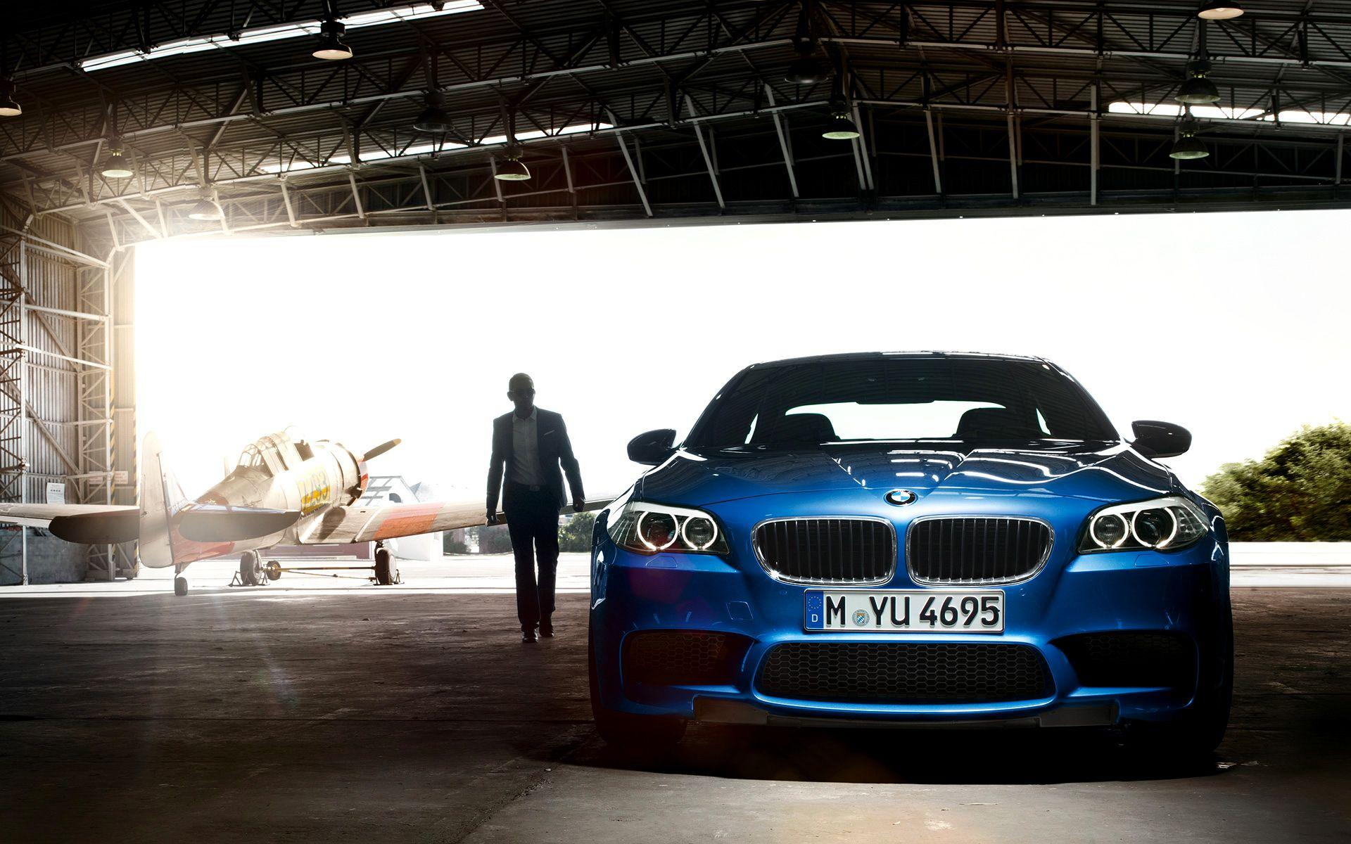 Wallpapers: 2012 BMW M5