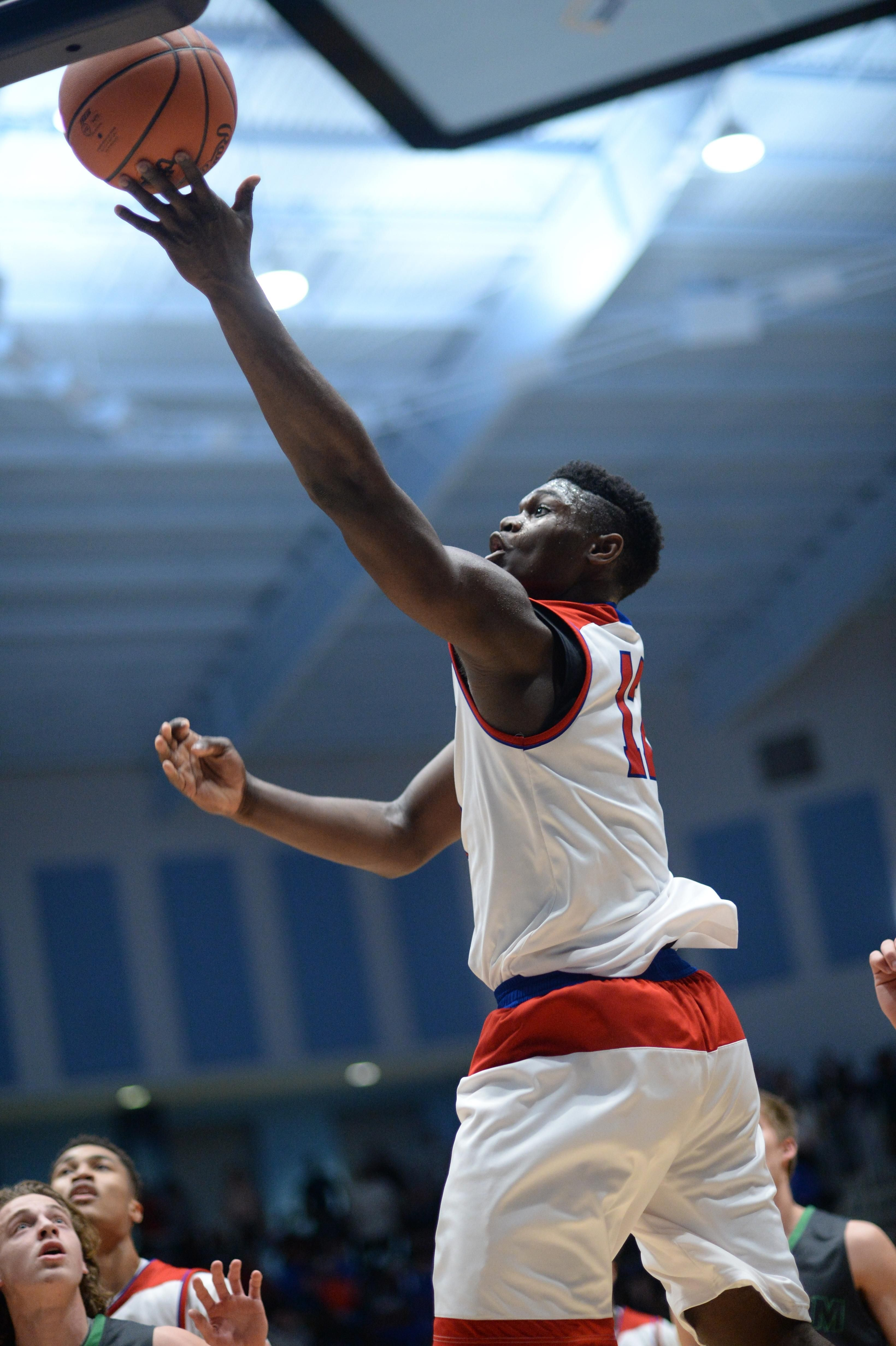 With popularity growing, Zion Williamson turns in show-stopping ...