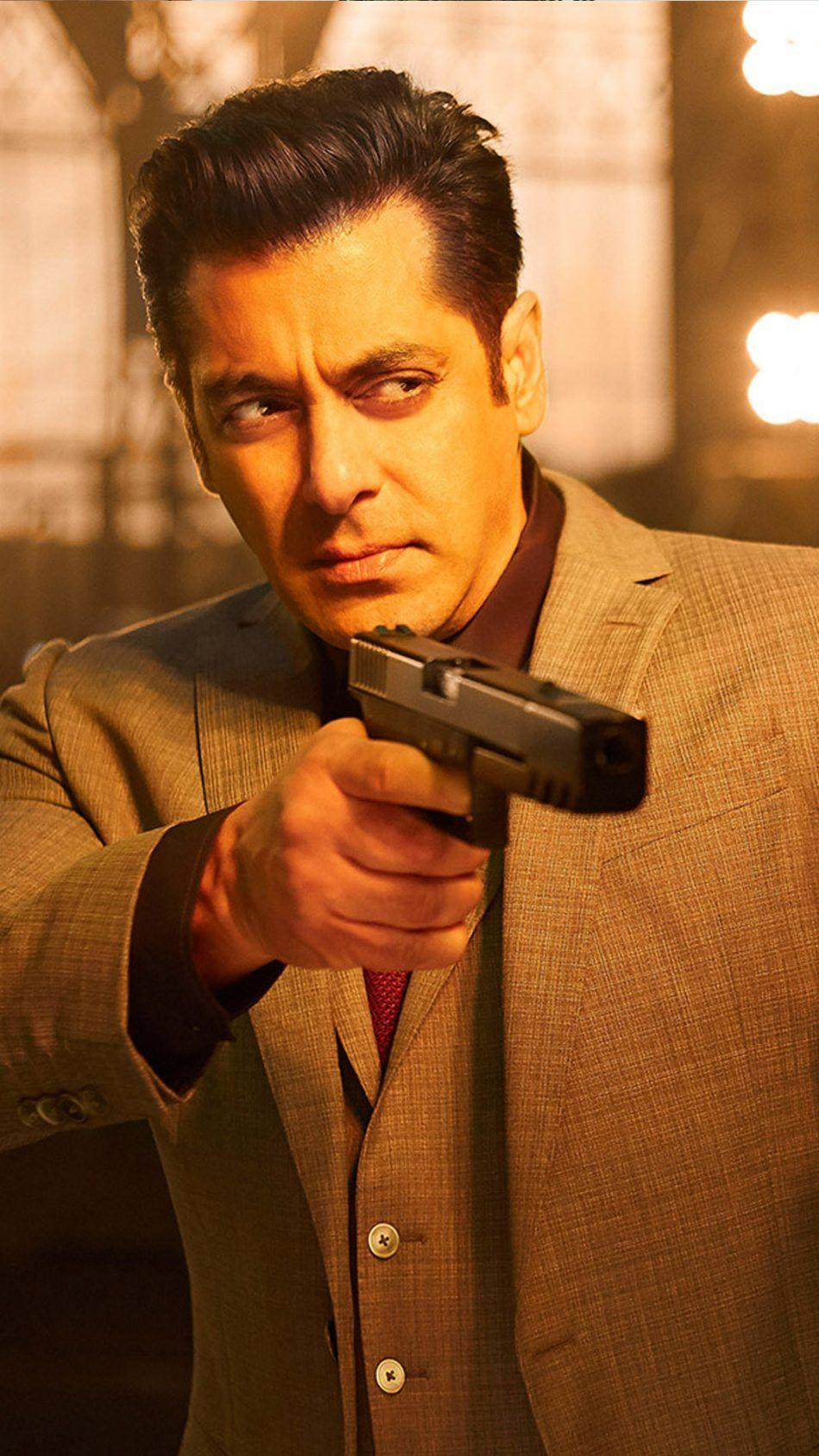 Download Salman Khan Race 3 Free Pure 4K Ultra HD Mobile Wallpapers