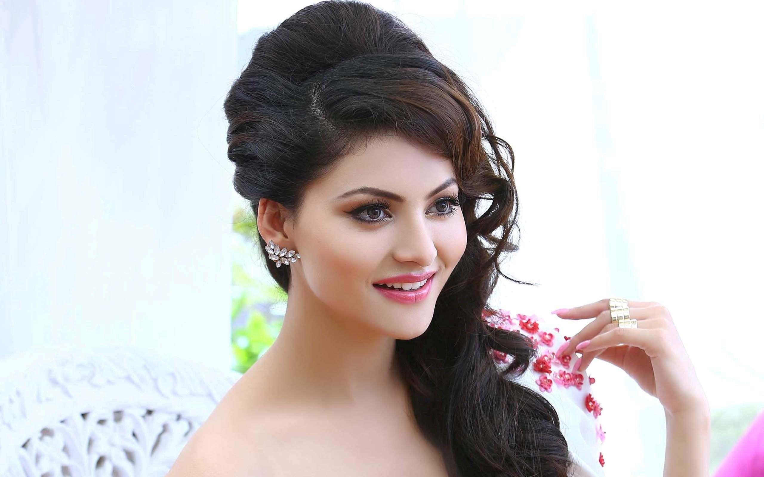 Actress Urvashi Rautela Wallpapers